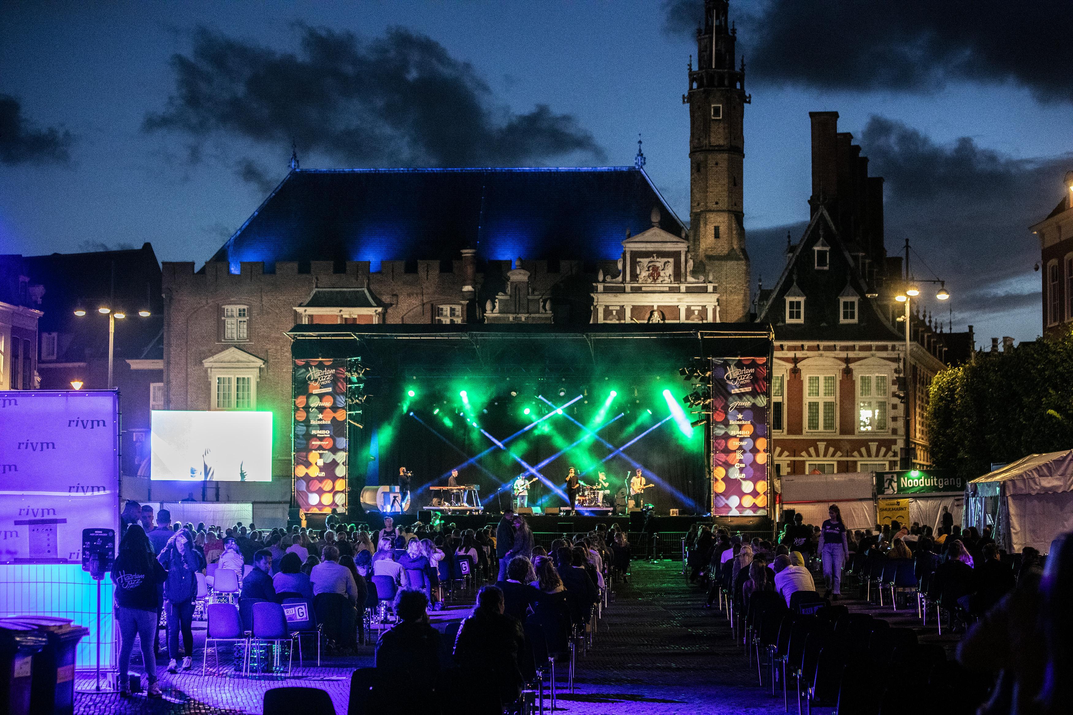 Zitplaatsen op Haarlem Jazz zijn even wennen: 'Het leek een bruiloft zonder bruidspaar' [video]