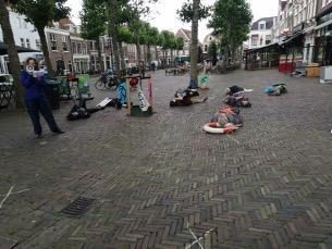 Luchtalarm wordt tijdens 'die-in' klimaatalarm, Haarlemse afdeling Extinction Rebellion voert weer actie