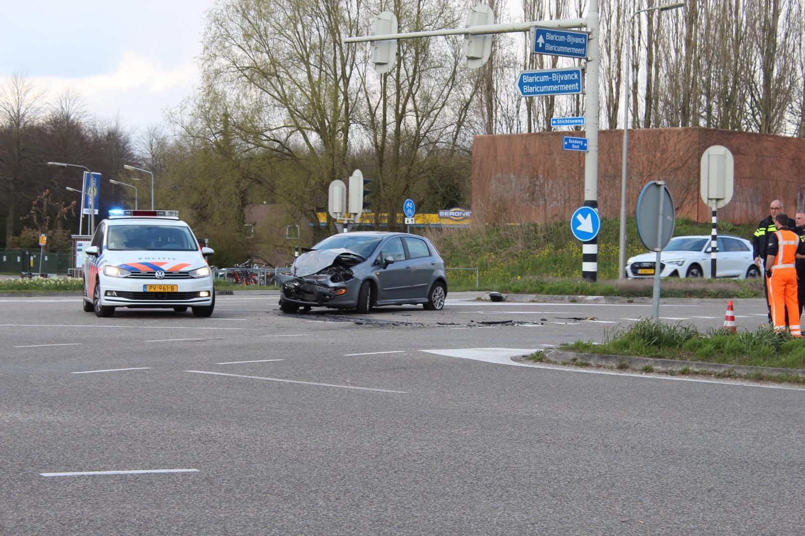 Twee voertuigen total loss bij botsing in Blaricum