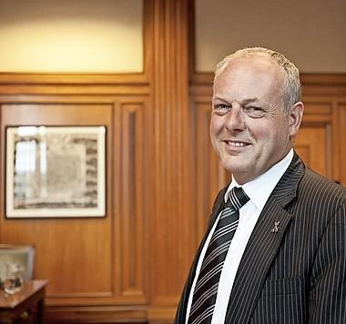Burgemeester van Leiden enorm geschrokken van toename corona, vooral onder studenten: 'Avondklok is geen oplossing'