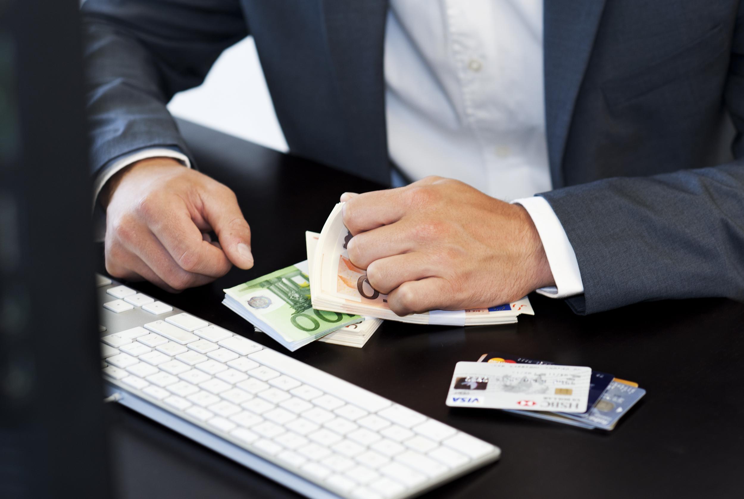 51-jarige man uit Leiden opgepakt voor belastingfraude, benadeelde de schatkist voor ruim 600.000 euro