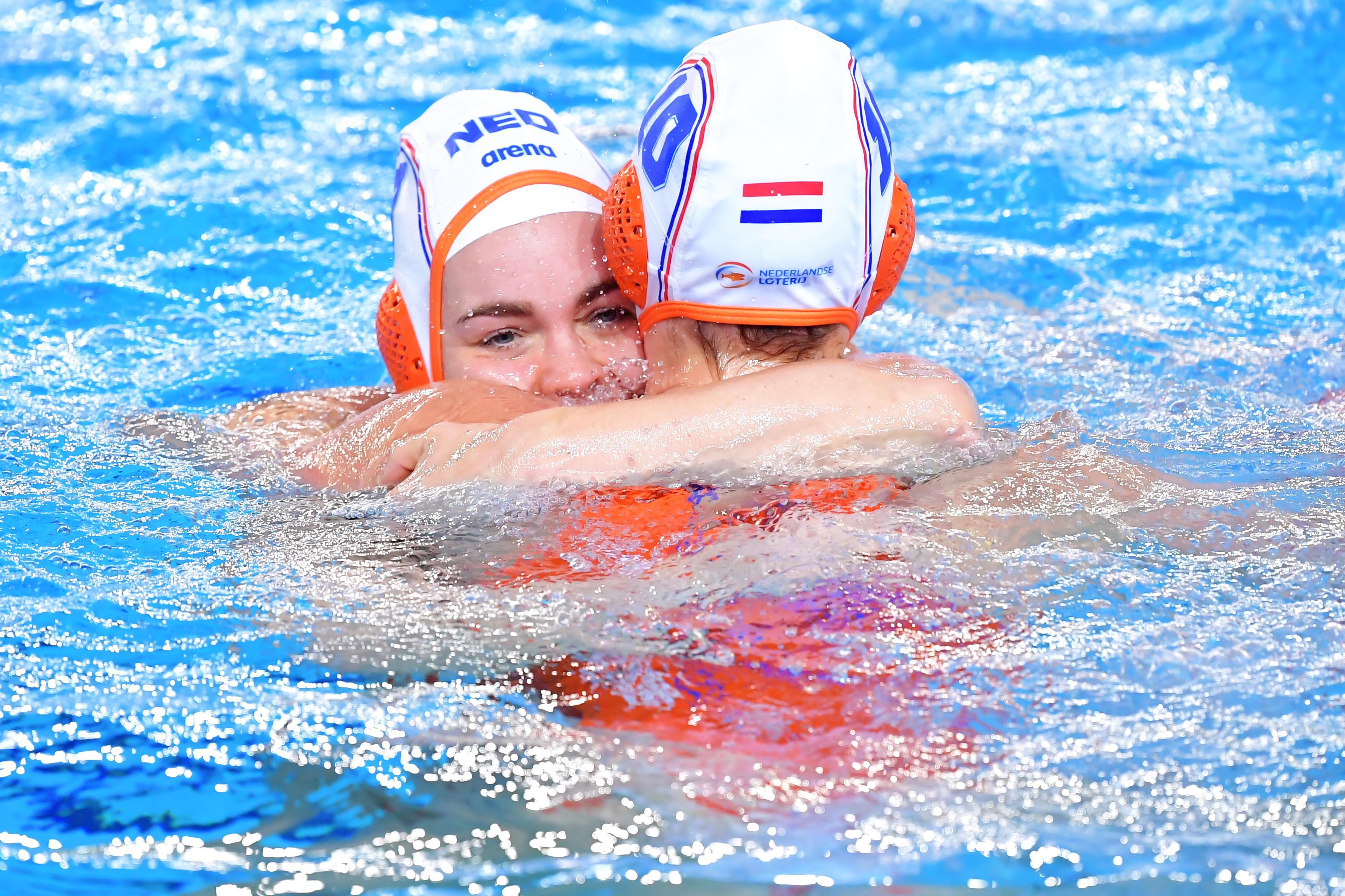 Maud Koopman en Bente Rogge bij afvallers waterpoloselectie voor Tokio