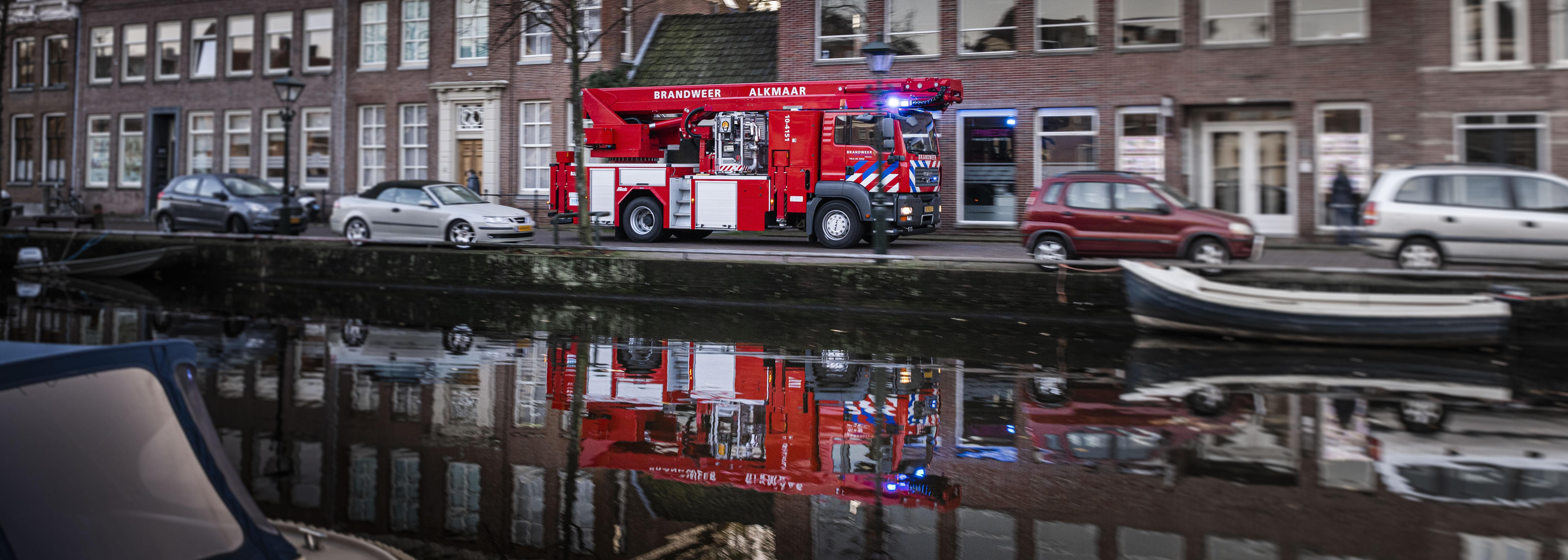 Brandweer in Alkmaar heeft weer eigen hoogwerker, na 'uitglijder' met vertrouwde ladderwagen