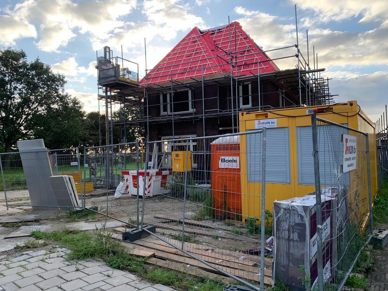 Medemblik is in West-Friesland de duurste gemeente voor een bouwvergunning. 'Mopperen maar wel betalen'