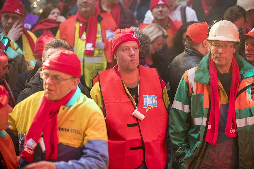 Duizenden actievoerders bij FNV-manifestatie Tata Steel [update, video]