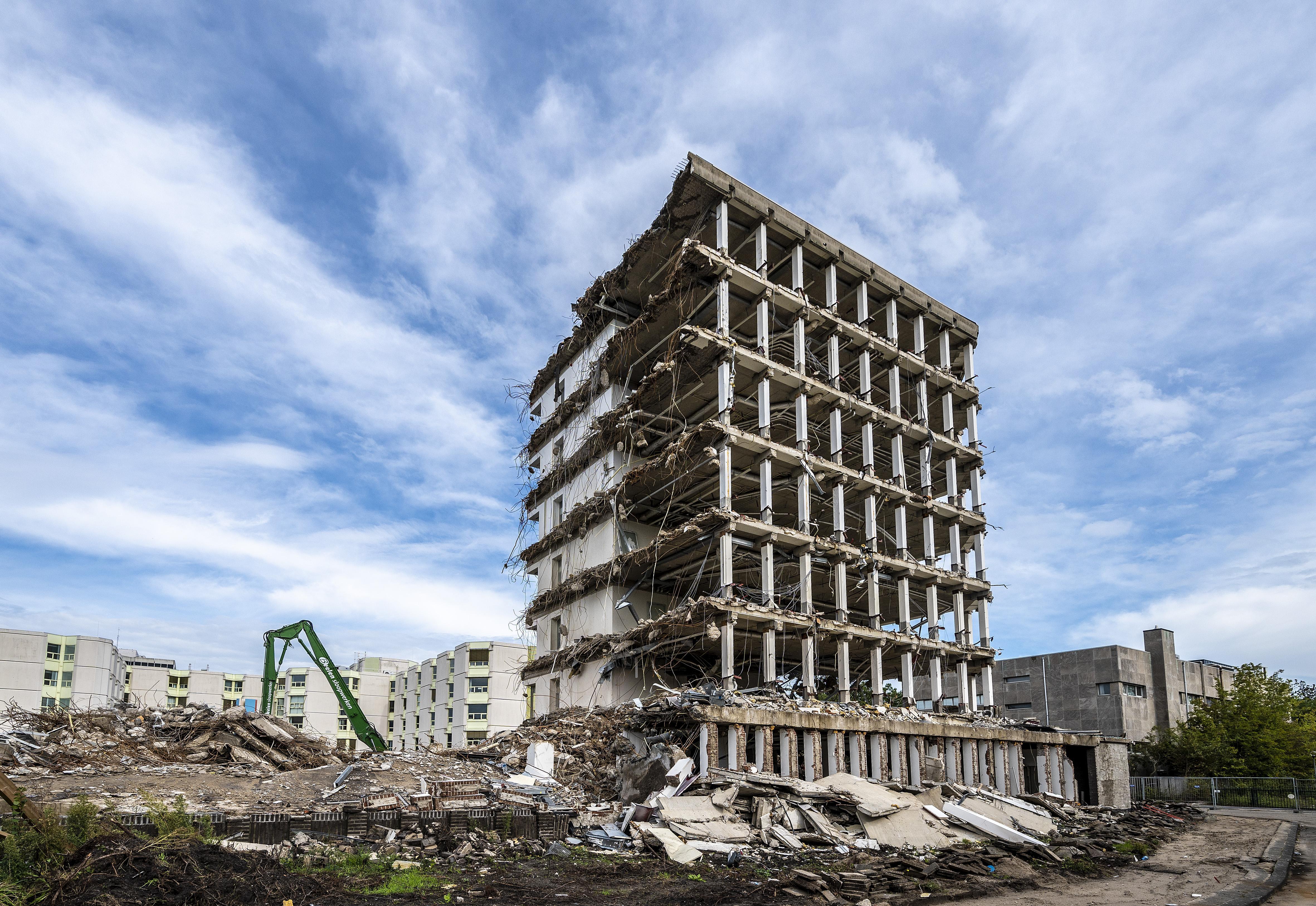Oud kantoorgebouw FNV maakt plaats voor woningen in Schalkwijk-Midden in Haarlem