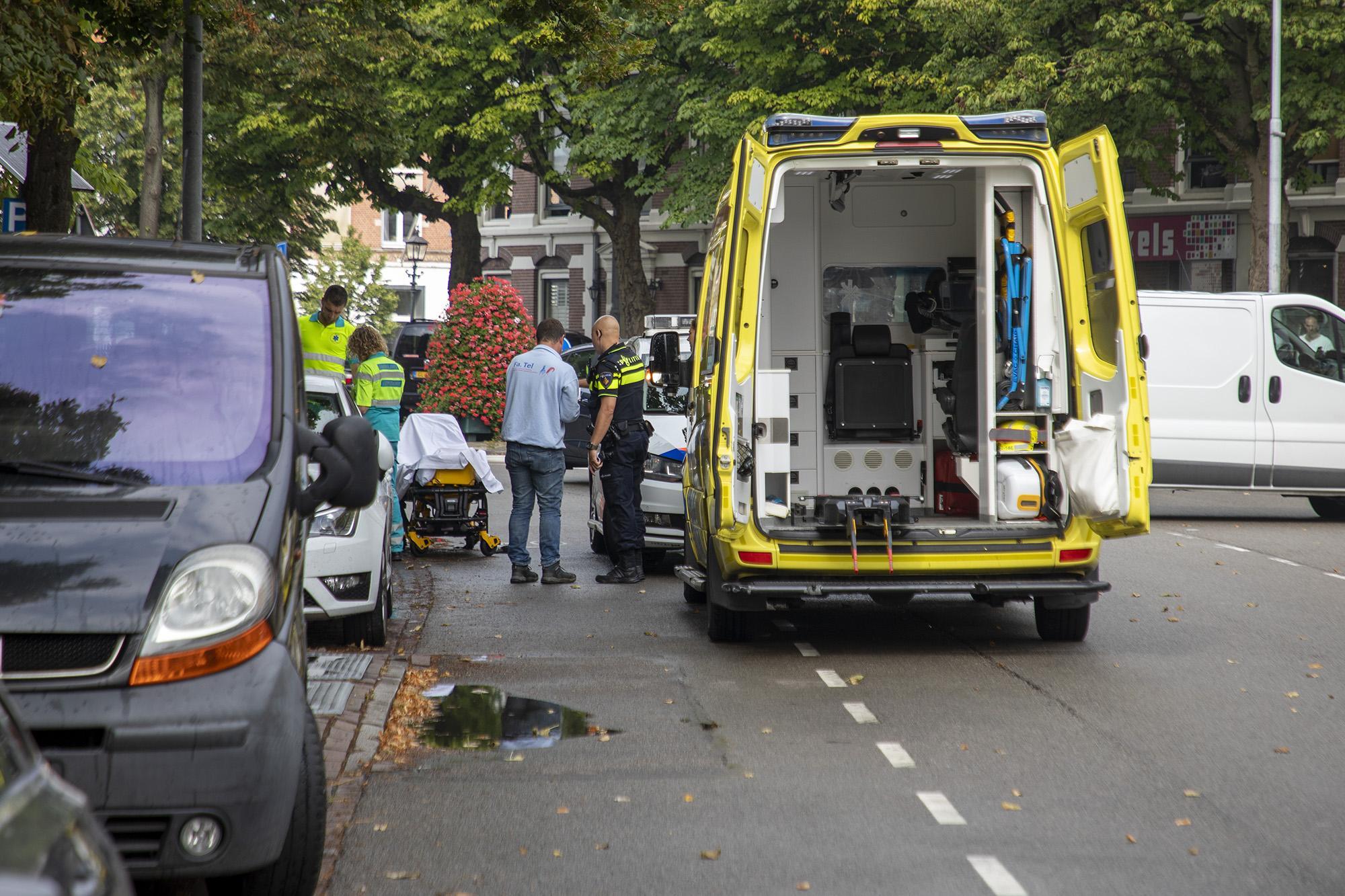 Scooterrijder gewond bij botsing met auto in Haarlem