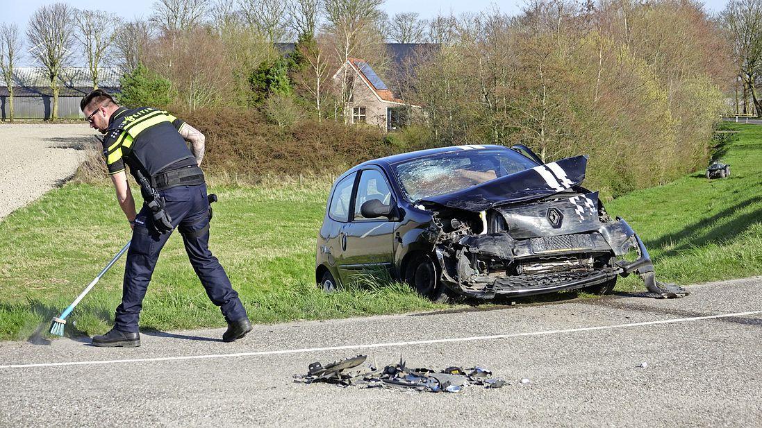 Botsing tussen twee voertuigen op Schelpenbolweg in Slootdorp, auto belandt op zijn kop, twee bestuurders mee naar het ziekenhuis