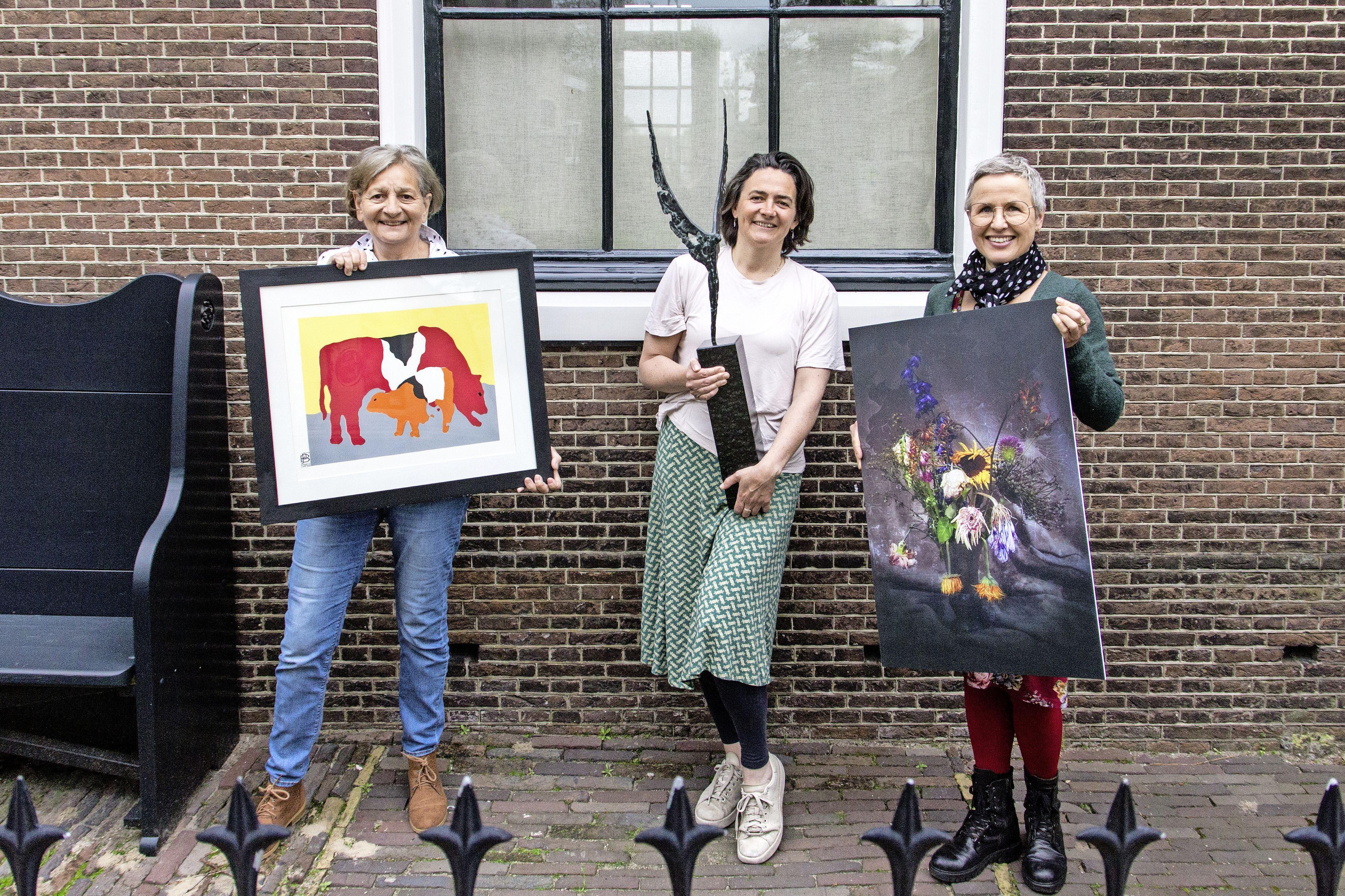 Kunstenaars houden 'anderhalvemeter-langsloop-expositie': kunst en muziek in Zaanse tuinen