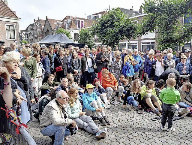 Het Leidse straatmuzikantenfestival De Gouden Pet is op zoek naar deelnemers