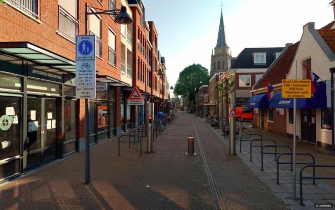 Voorschoten peilt mening inwoners over fietsverbod en andere verkeersmaatregelen in het centrum