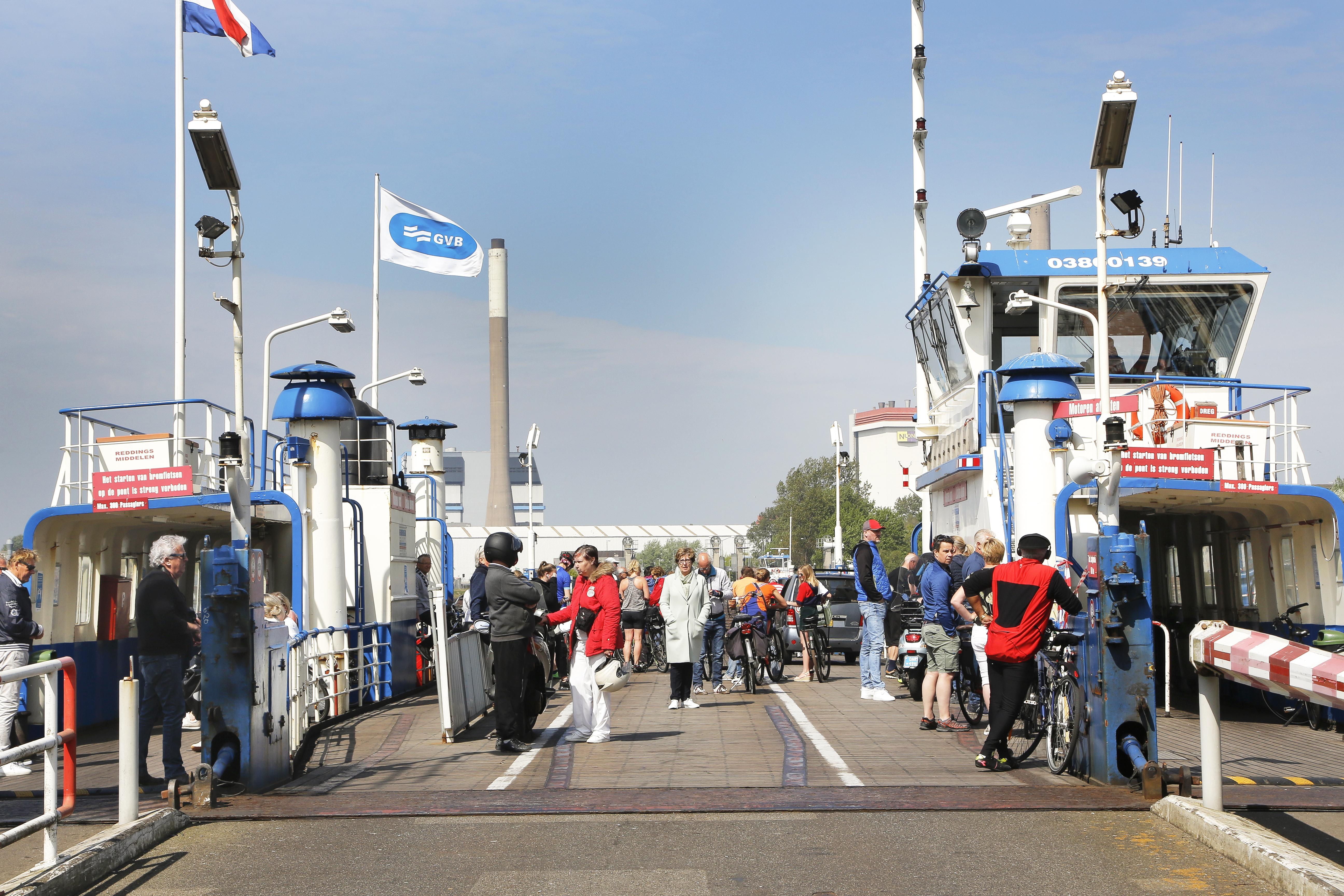 Opinie: Vermijd drukte en open de sluisroute in IJmuiden