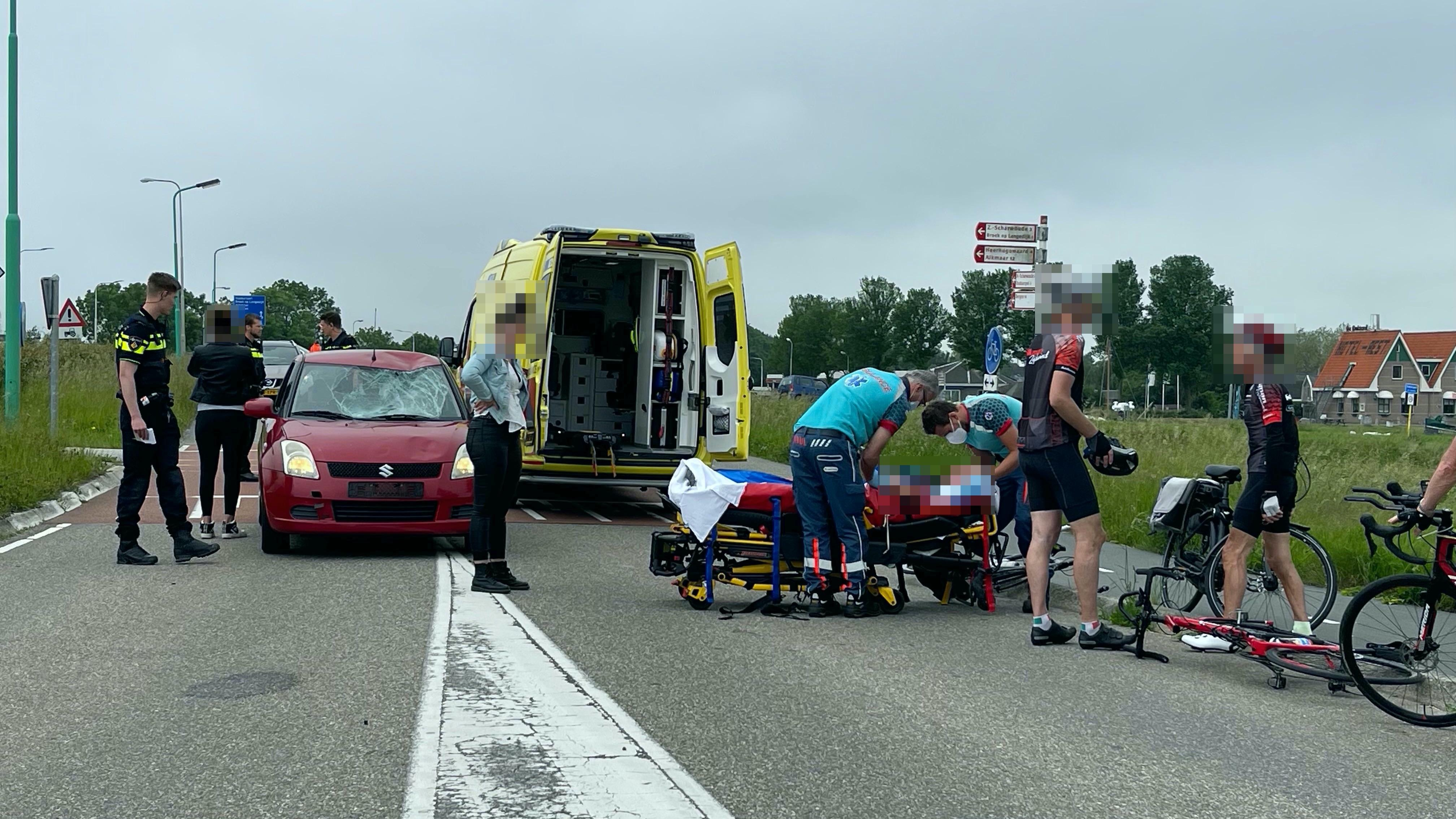 Wielrenner ernstig gewond bij aanrijding met auto in Noord-Scharwoude