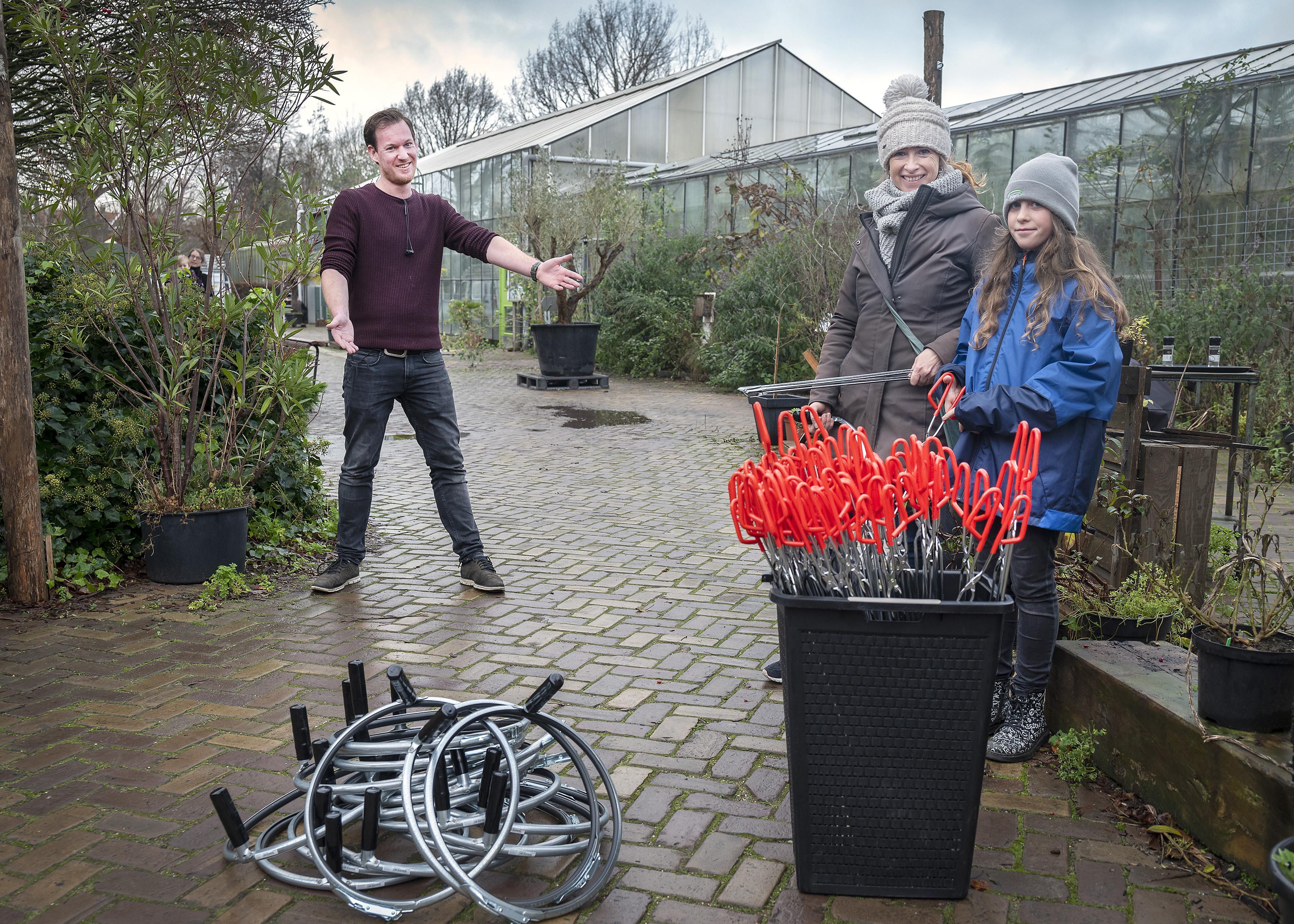 Schoonwandelen razend populair tijdens coronatijd, gratis opruimsets ophalen in Haarlem
