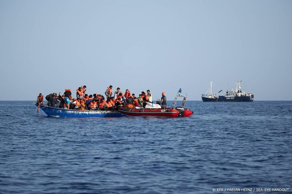 Duits reddingsschip haalt 133 Libische vluchtelingen van bootjes