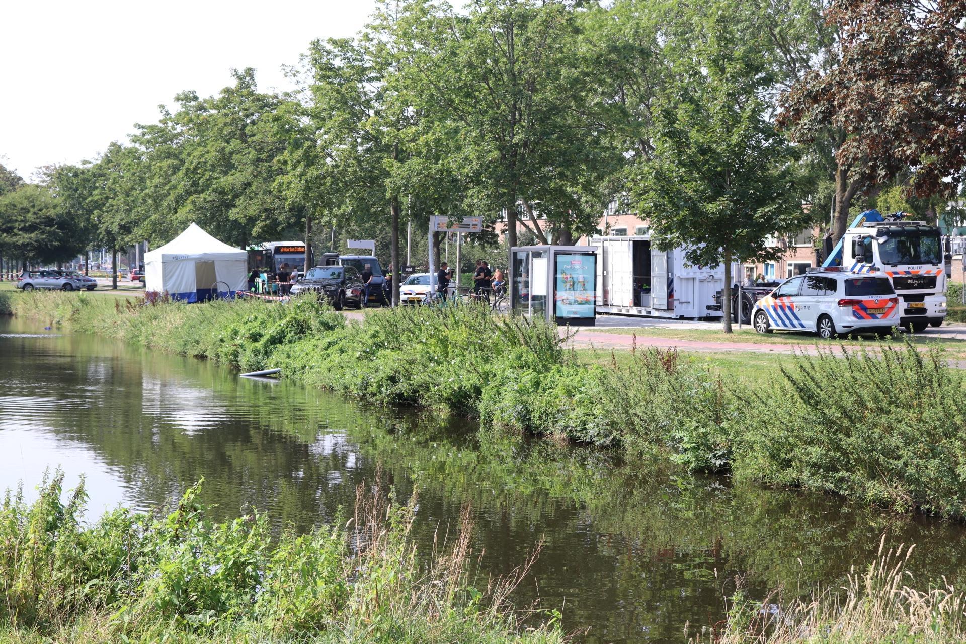 Overleden persoon aangetroffen in water langs Van Limburg Stirumlaan in Hillegom; geen misdrijf [update]