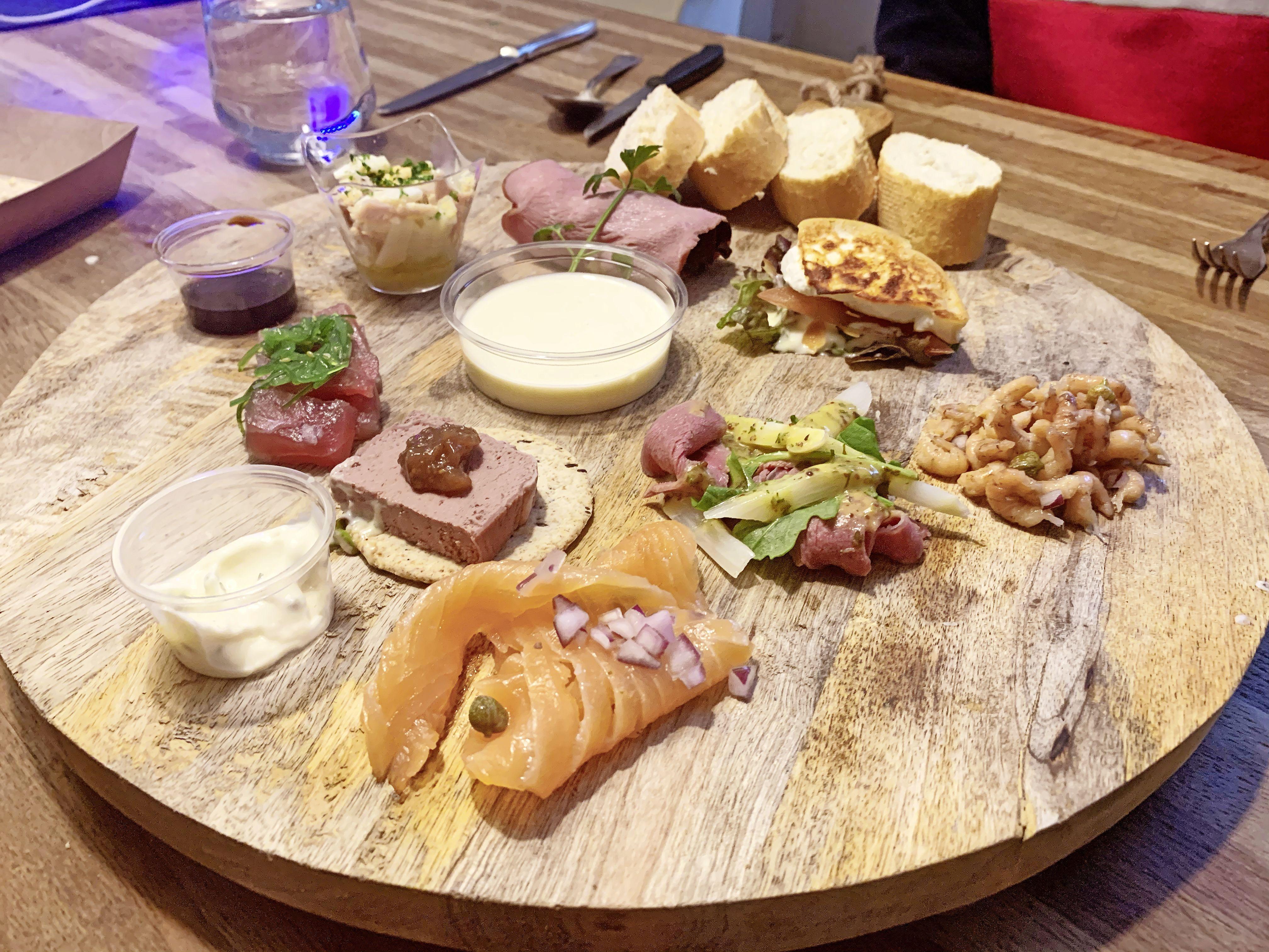 Top tonijn en botermalse kalfssukade. Loosdrechts eetcafé De Eend is gewoon altijd goed. Ook thuis