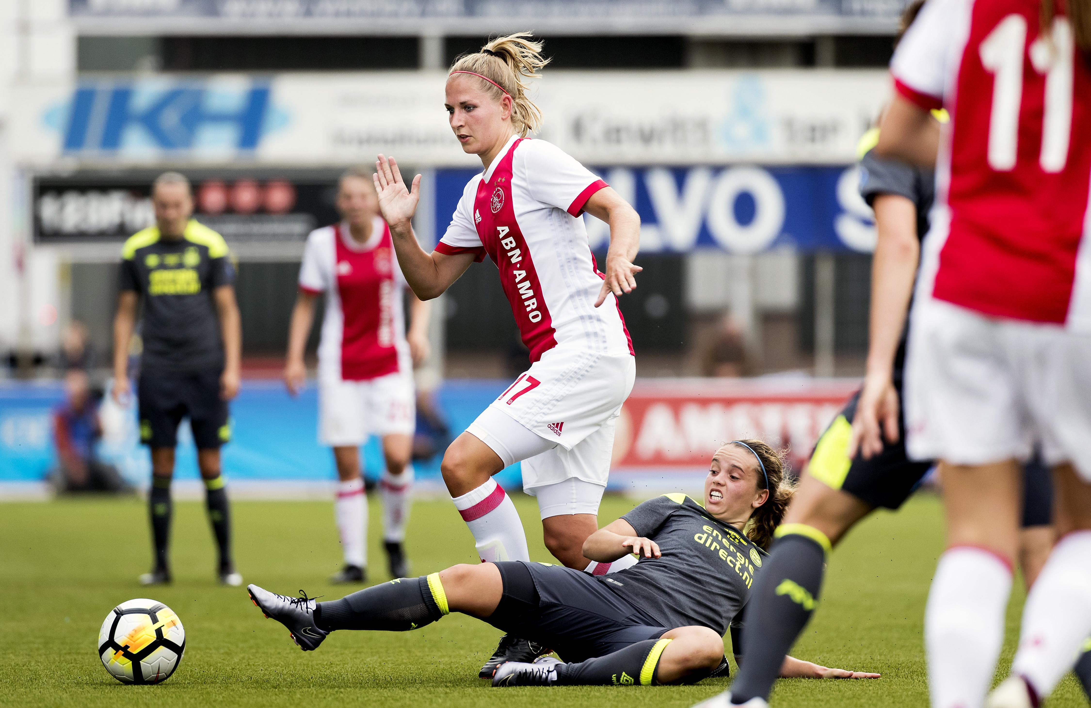 Ajax-voetbalster Kelly Zeeman (26) is 'veramsterdamd', maar staat nog wel vrijwel elk duel bij Marken langs de lijn