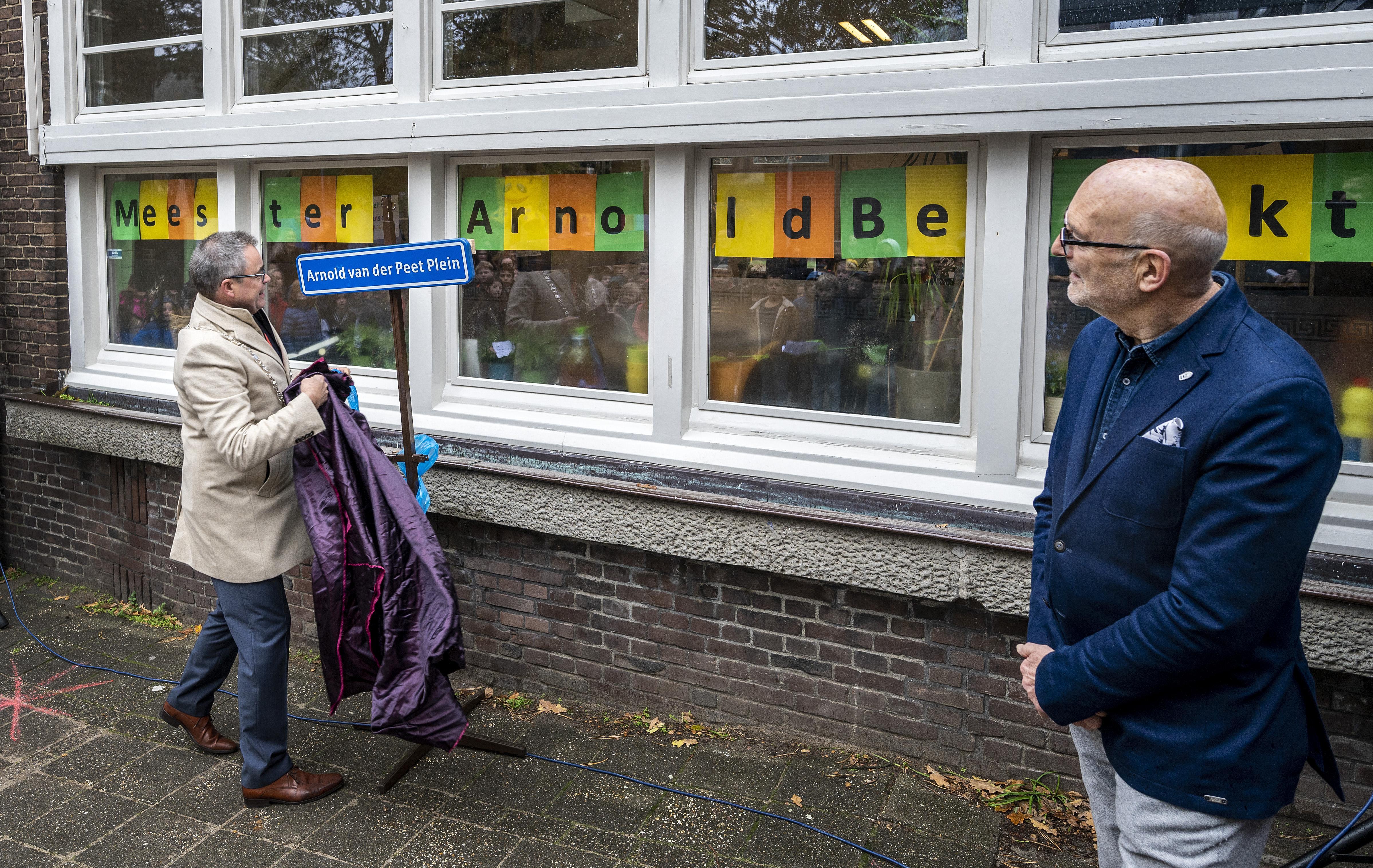 Plein Liduinaschool in Haarlem naar vertrekkend directeur vernoemd
