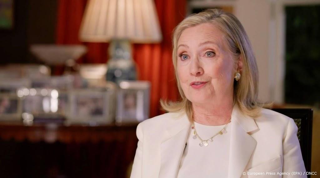 Clinton wil weten of Trump met Poetin belde bij aanval Capitool