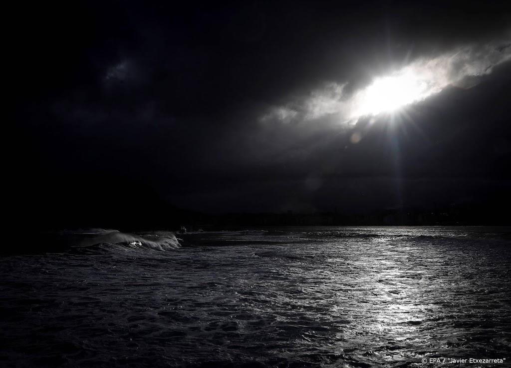 Onweer en regen trekt over het land