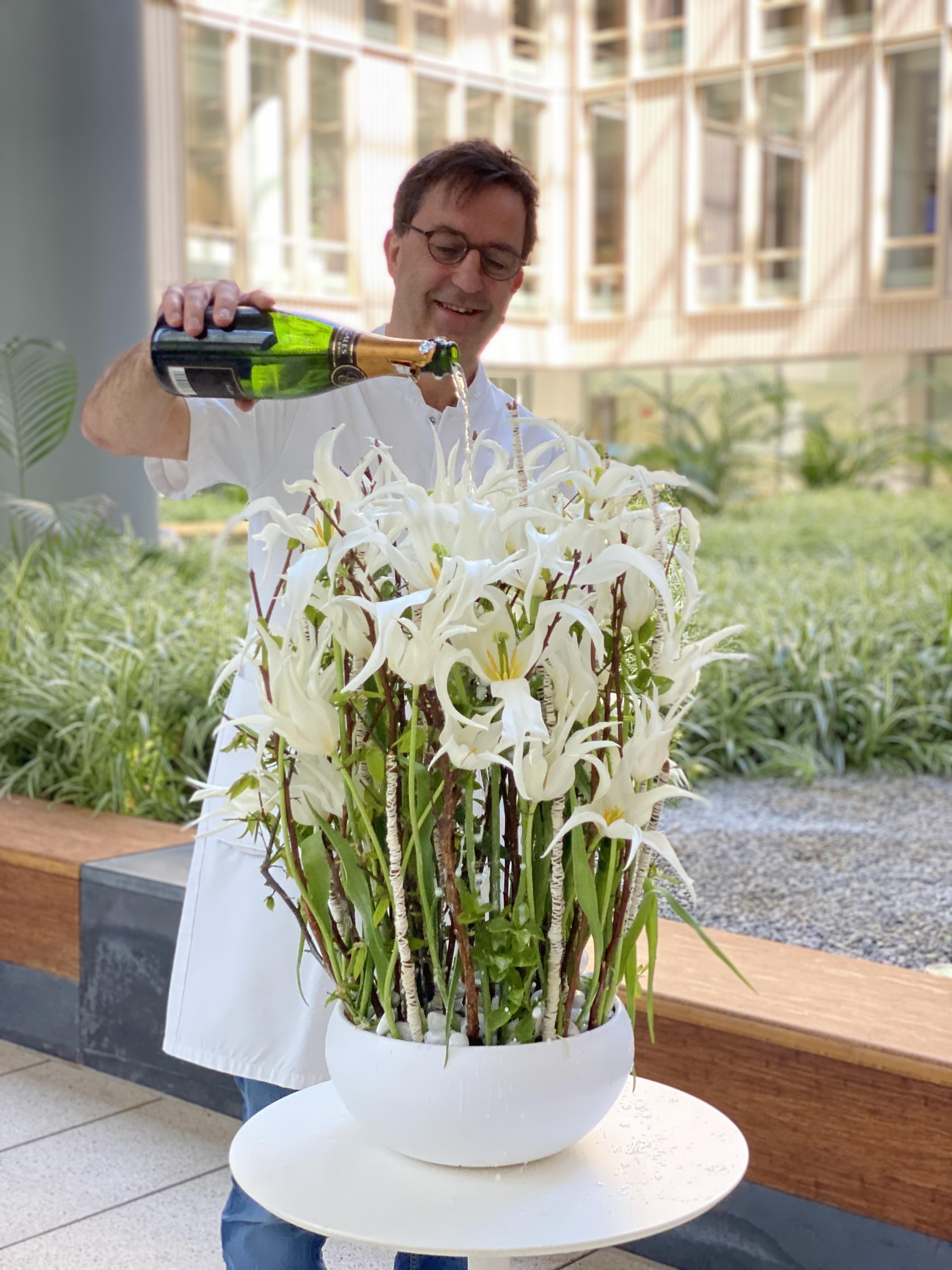 Diederik Gommers doopt nieuwe witte tulp Healthcare