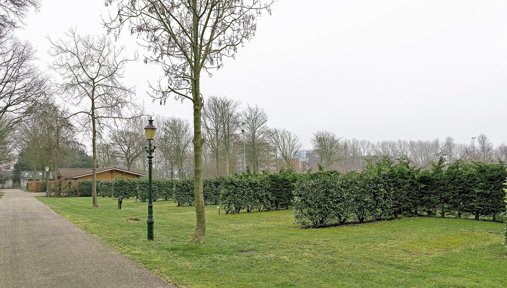 College krijgt verwijt 'sikkeneurig' te zijn en camping Alkmaar te laten verzuipen. 'Sinds wanneer bepalen andere gemeenten of een camping kan blijven of niet?' Raadsfracties eisen opheldering
