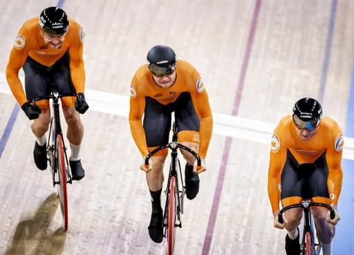 Teamsprinters met Büchli uit Santpoort-Zuid overtuigen in kwalificatie WK baanwielrennen: mannen pakken later titel met wereldrecords [video]