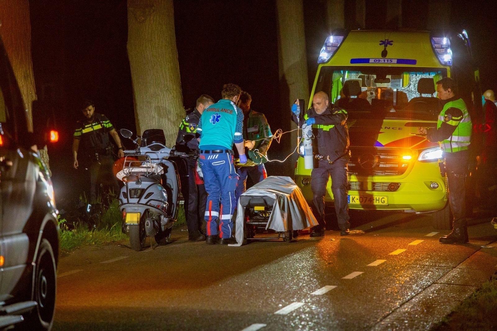 Maartensdijkers (16 en 18) ernstig gewond bij eenzijdig ongeluk in Westbroek, twee traumaheli's ingezet