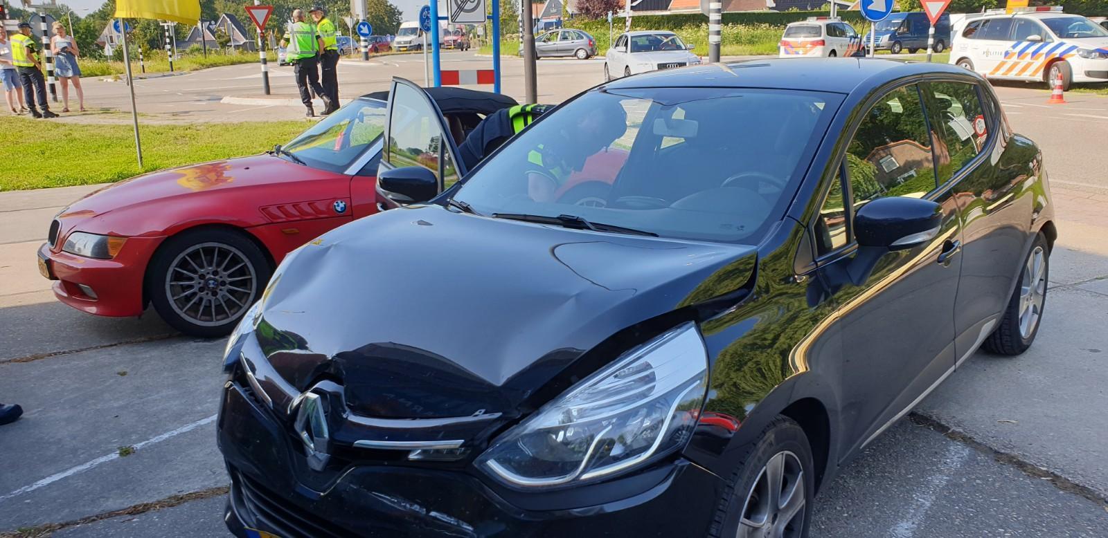 Vrouw gewond bij botsing met vier auto's in Waarland