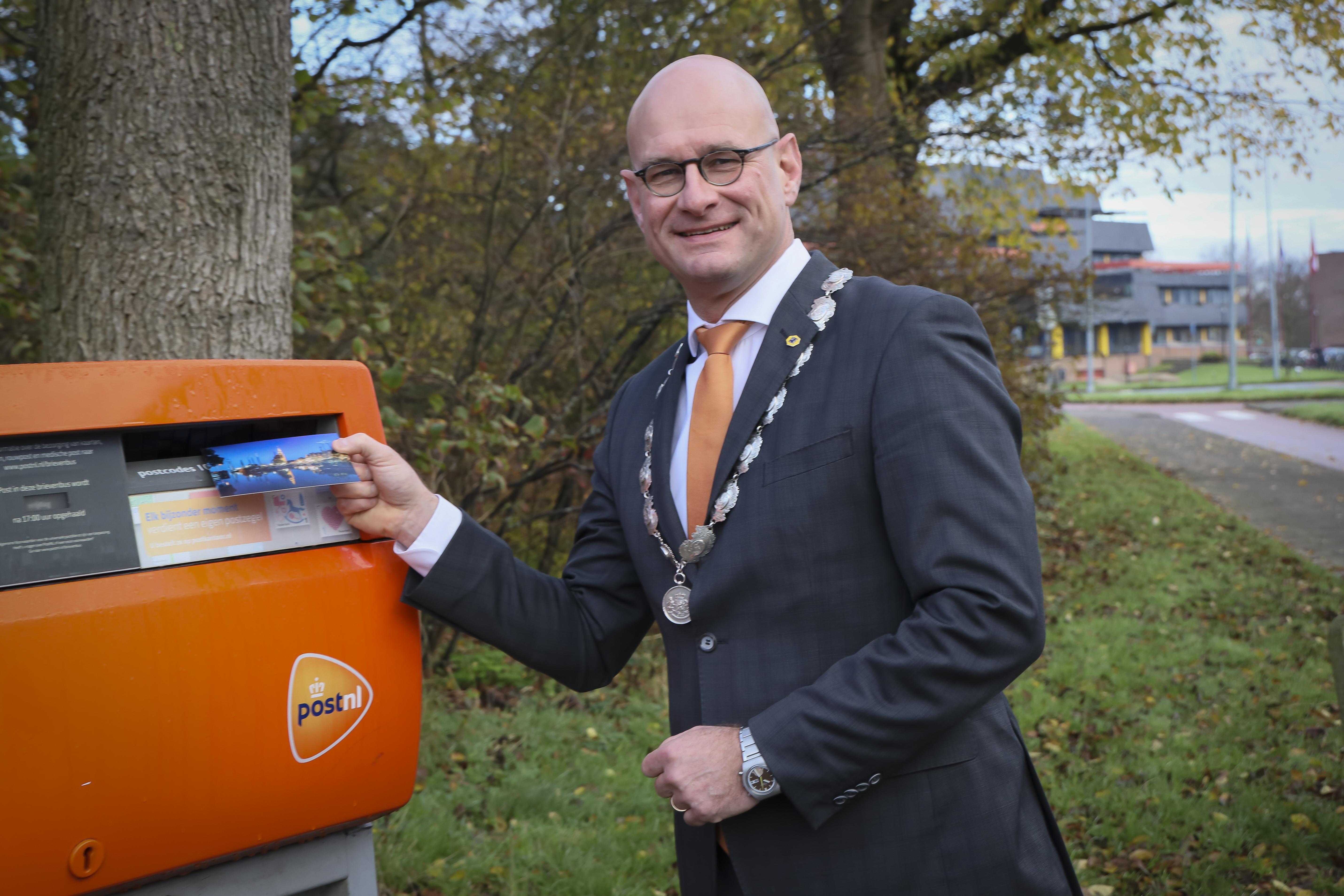 Gemeente Hoorn deelt huis aan huis ansichtkaarten uit 'om elkaar aandacht te geven'