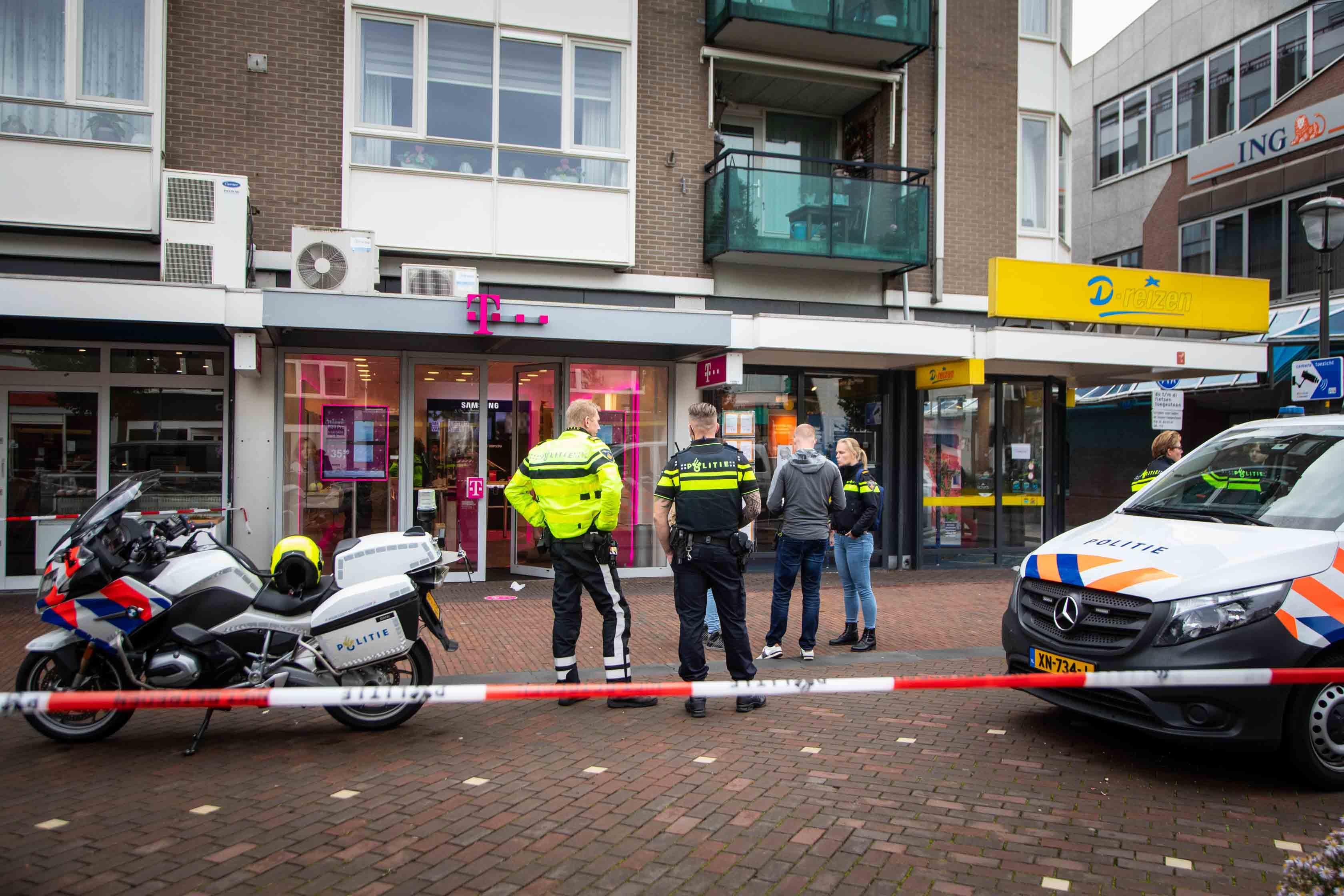Telefoonwinkel in centrum Beverwijk overvallen, politie zoekt drie verdachten