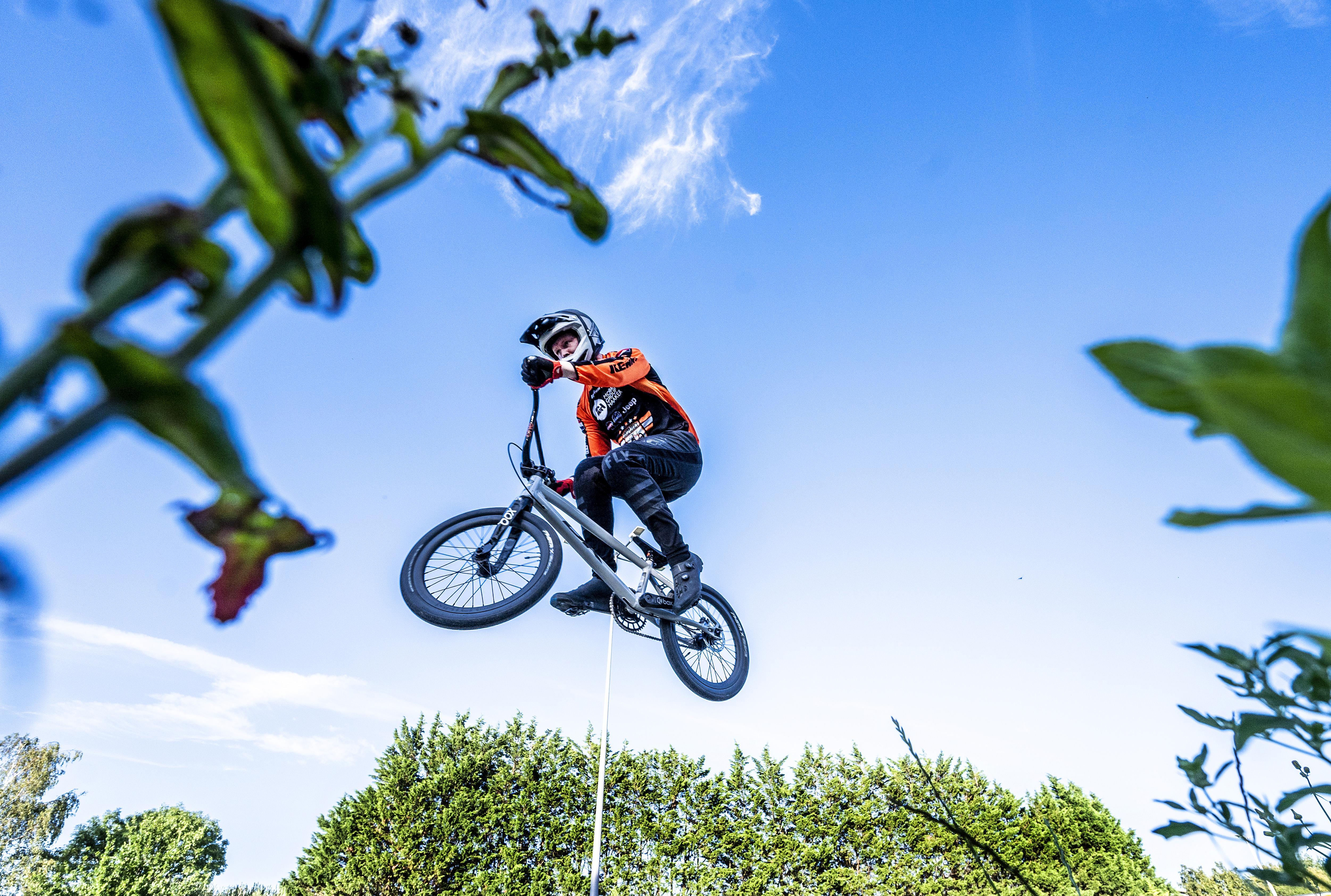 Angst, adrenaline en pure sportbeleving op de BMX: 'Voor je het weet ben je bij de finish en wil je meer'