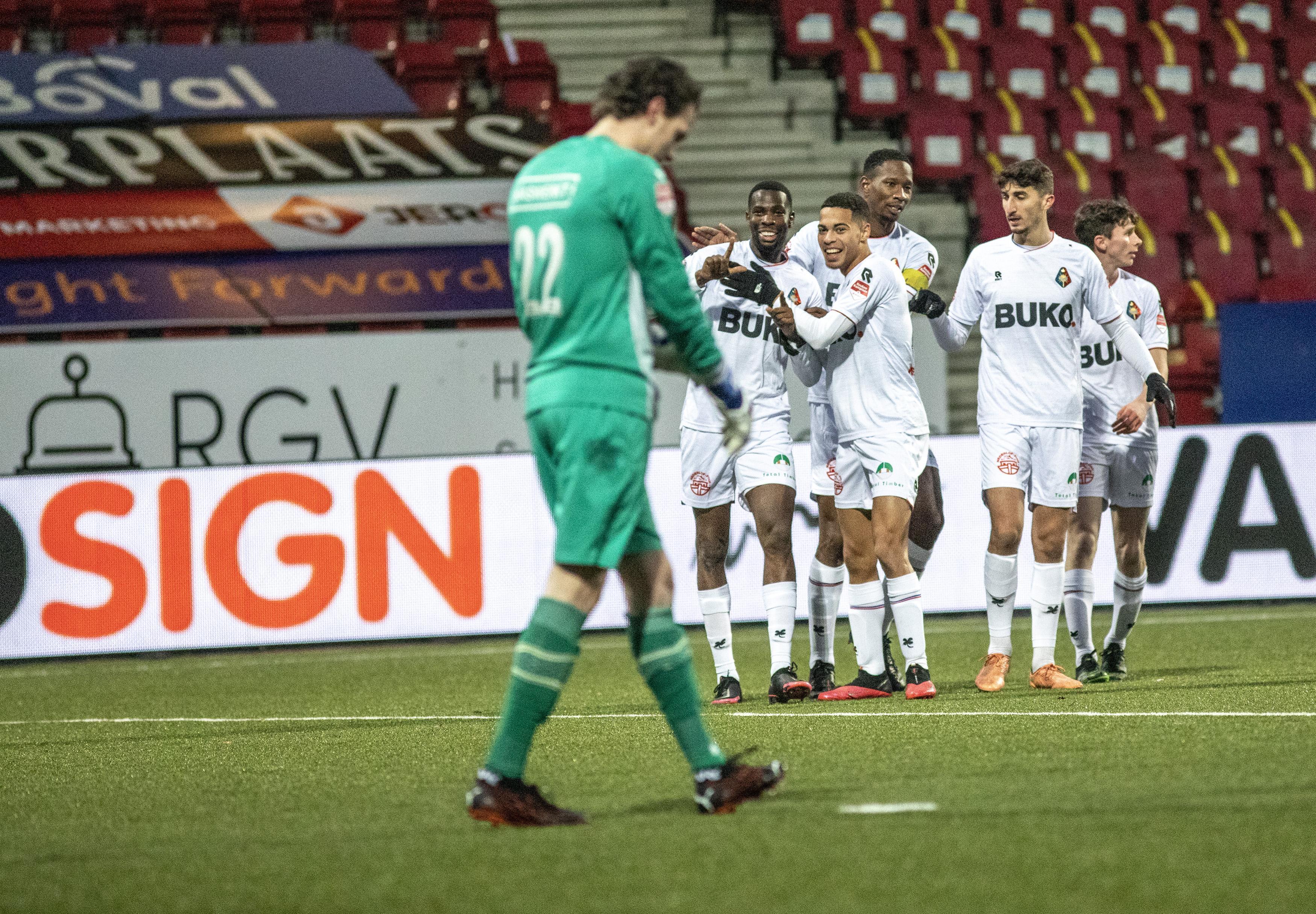 Gyliano van Velzen viel eerst op doordat de ballen van zijn voet stuitte, tegen NEC toonde hij zich een echte afmaker: 'Ik begin fitter te worden en mijn draai te vinden'