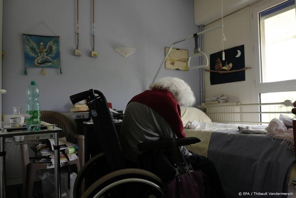 Frankrijk schrapt corona-advies om ouderen binnen te houden