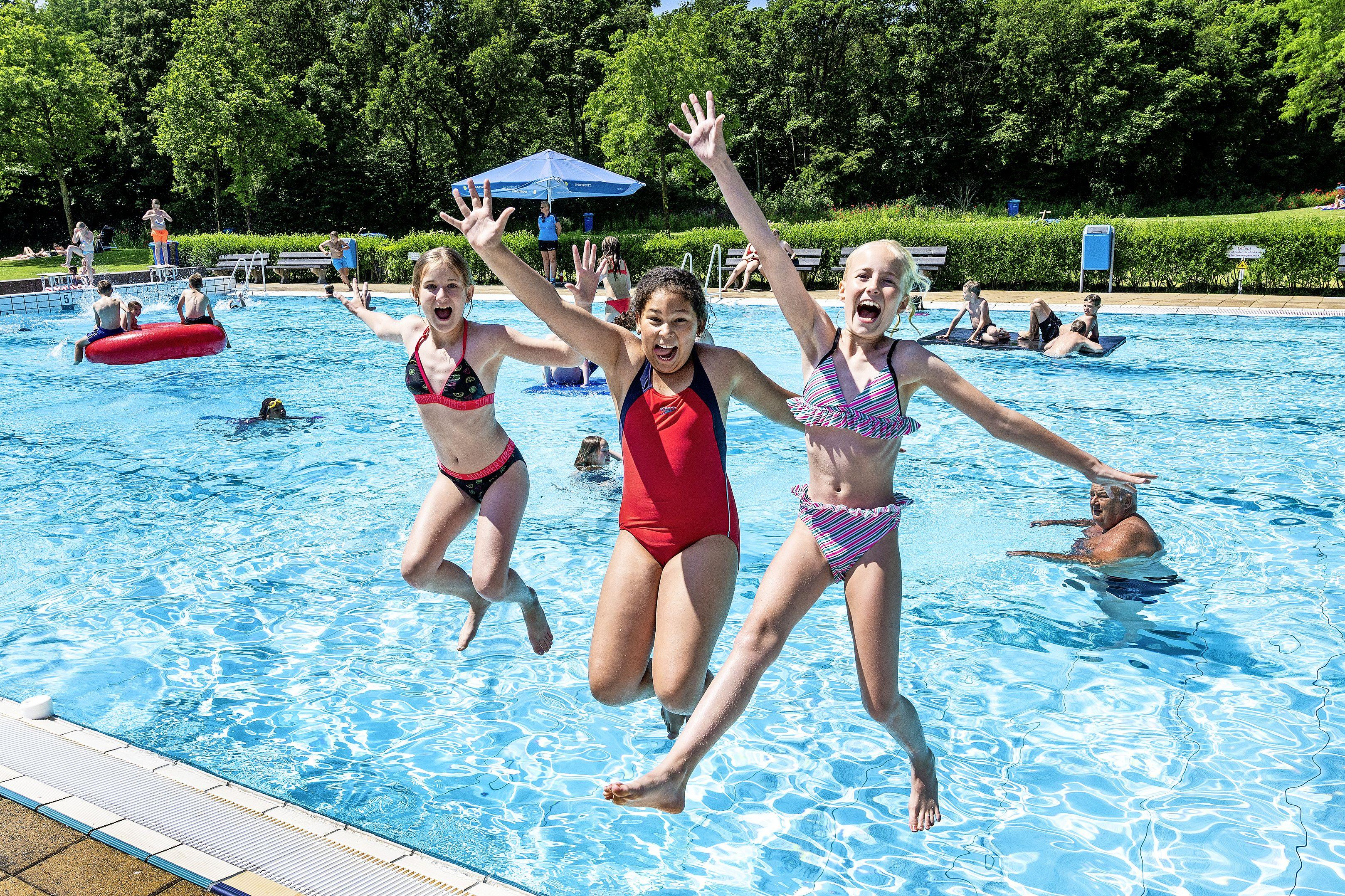 'Zwemmen en zonnen is heerlijk', buitenbaden profiteren optimaal van zonnige weer