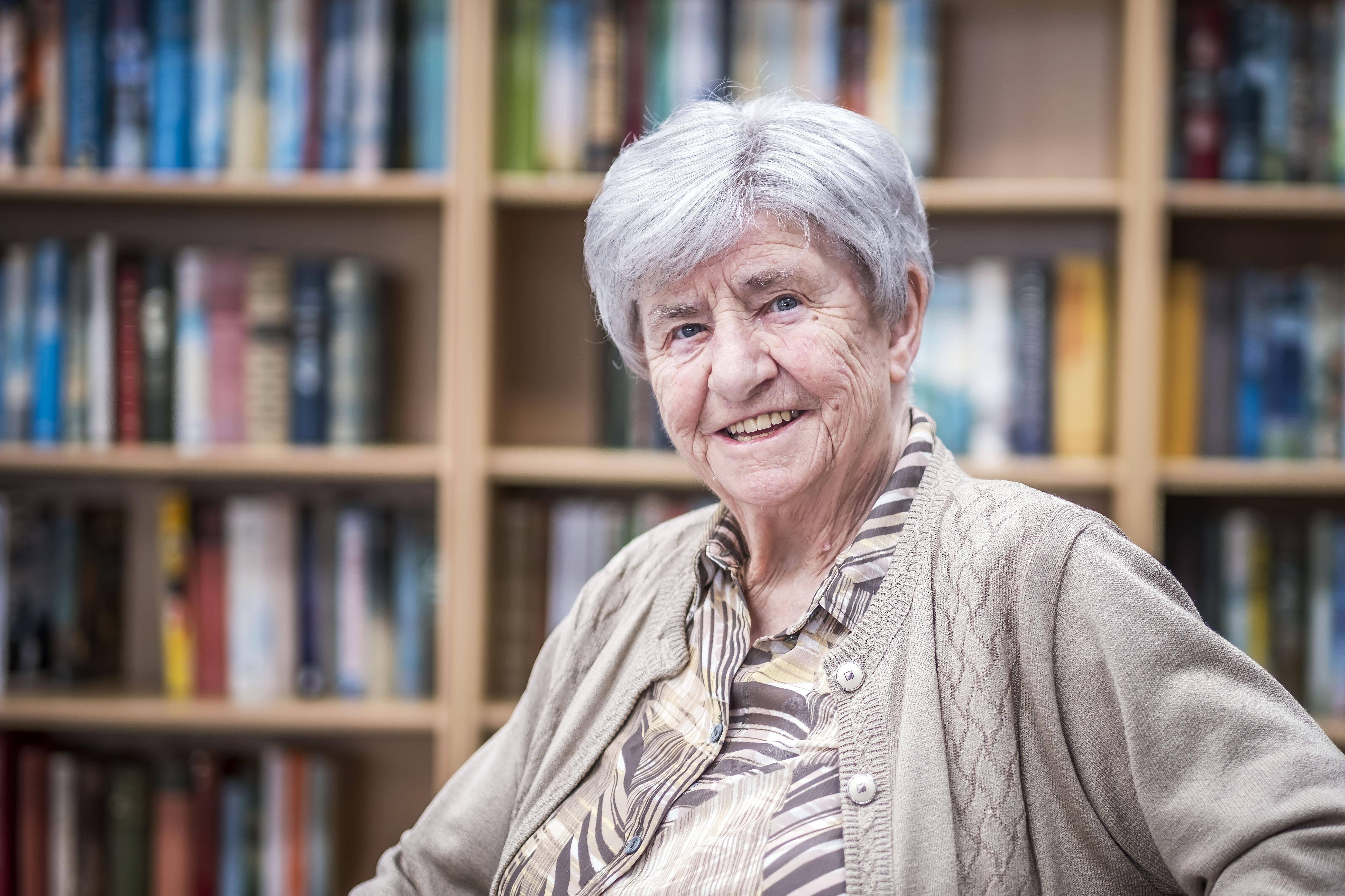 Roos Abbink (89) overleefde corona, maar ze is er nog lang niet: 'Wie al die regels maar gezeur vindt, zou het eens aan den lijve moeten ondervinden'