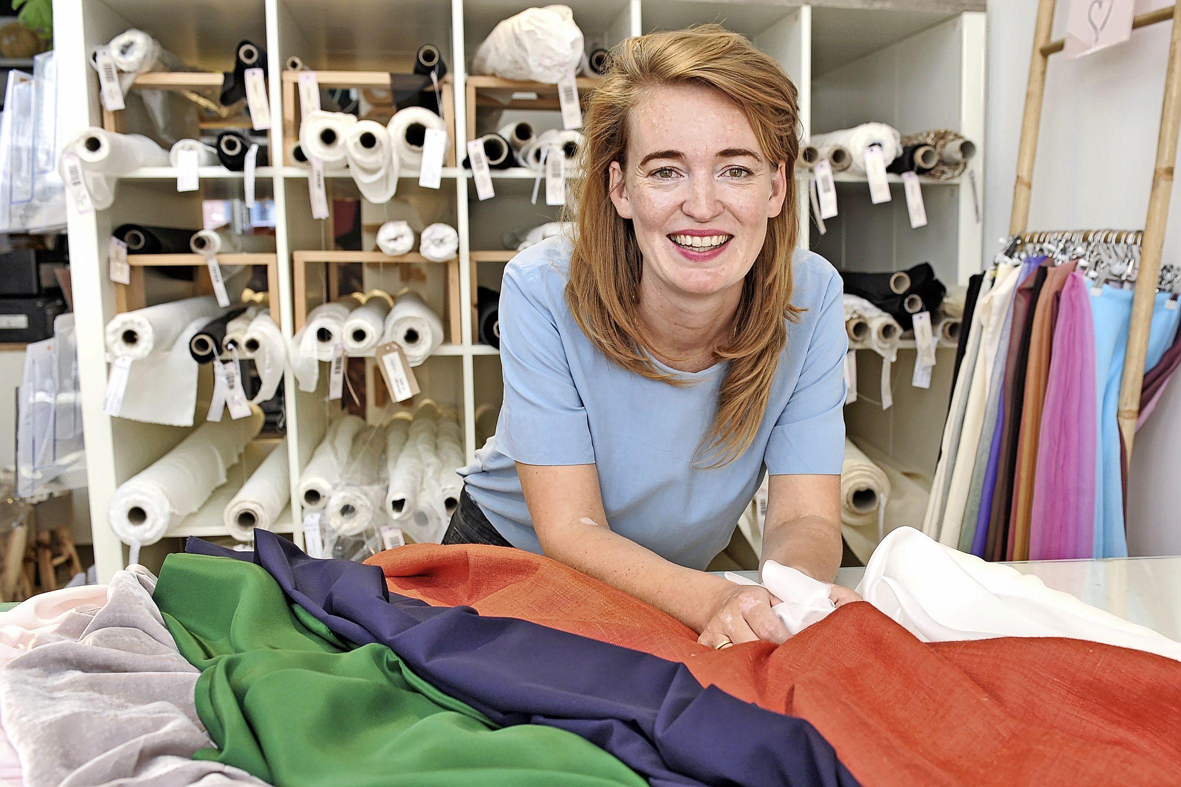 Sarah Ruijter van Zijdewinkel gaat vilten rozen verkopen. De opbrengst gaat naar Kika