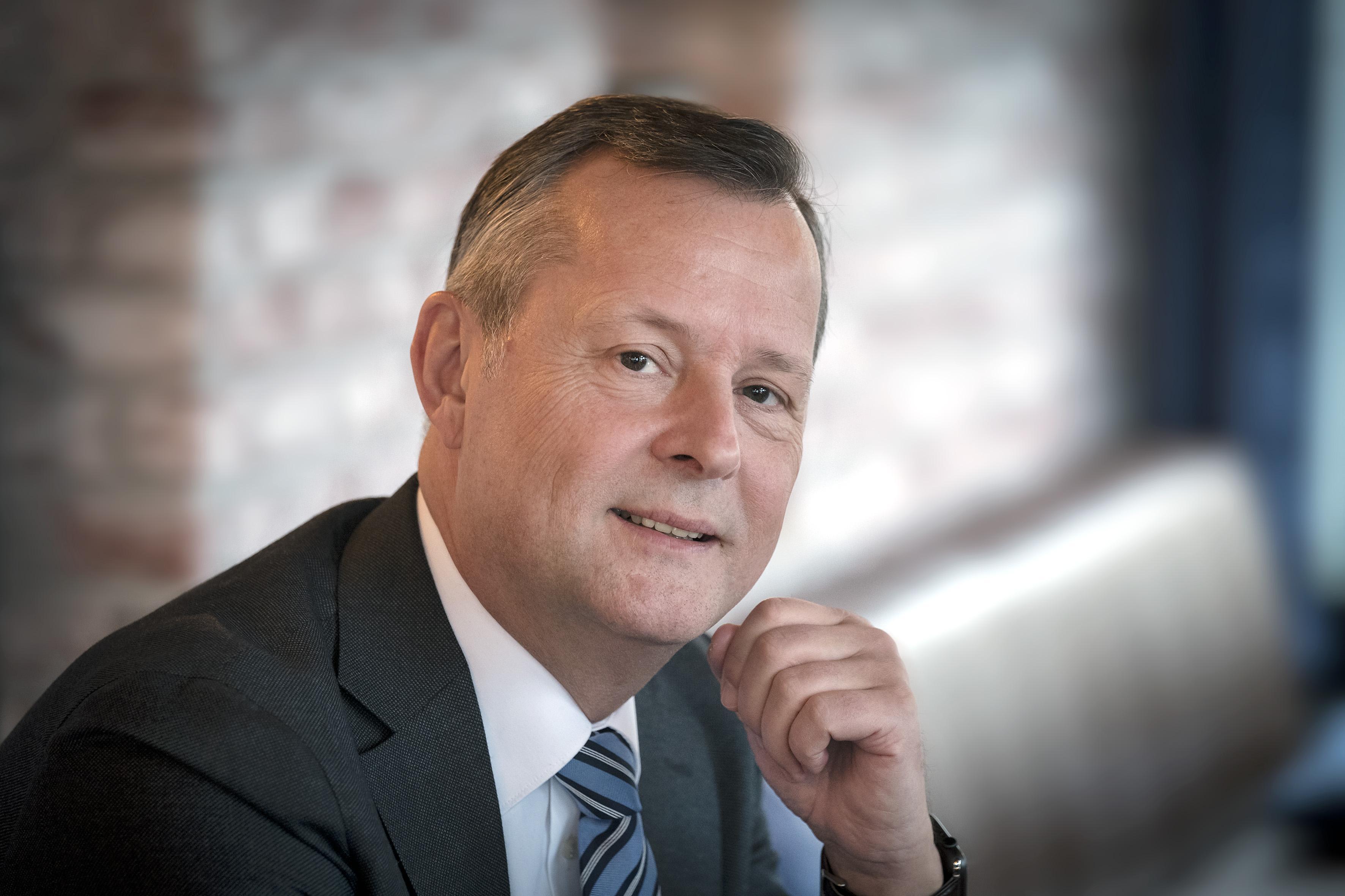 Commissaris van de Koning Van Dijk bemoeit zich niet met de ruzie tussen kunstenaar Rob Scholte en de gemeente Den Helder