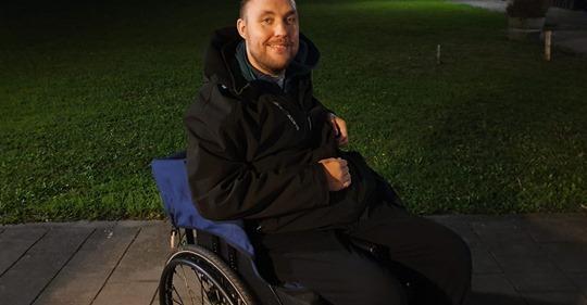 Vijfhuizenaren voeren actie voor nieuwe rolstoelbus Ricardo de Wit