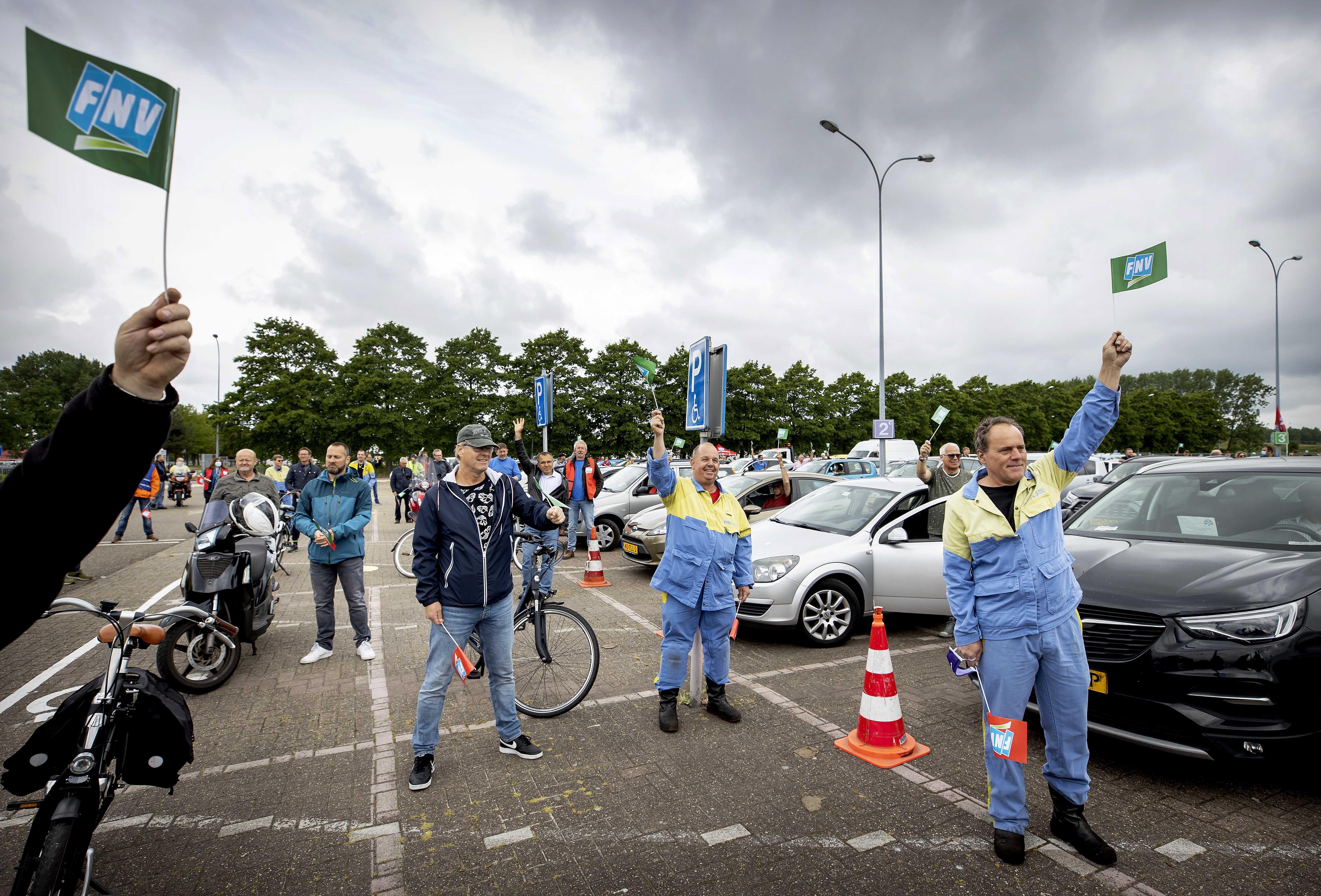 Burgemeester van Velsen steekt personeel Tata Steel hart onder de riem [video]