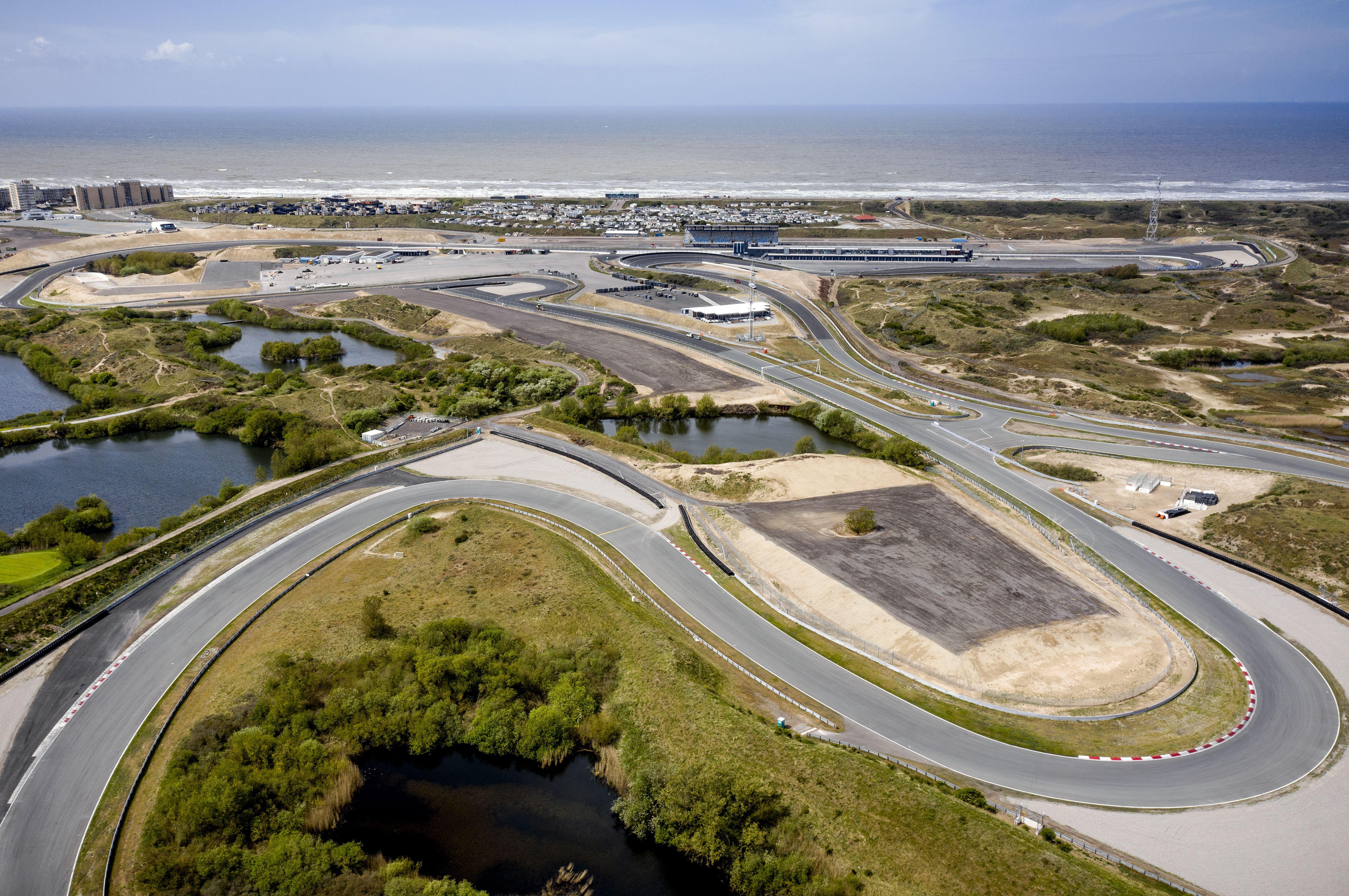 Betrapt! Circuit Zandvoort stort oud asfalt op maagdelijke duinen als ondergrond voor Formule 1-tribunes