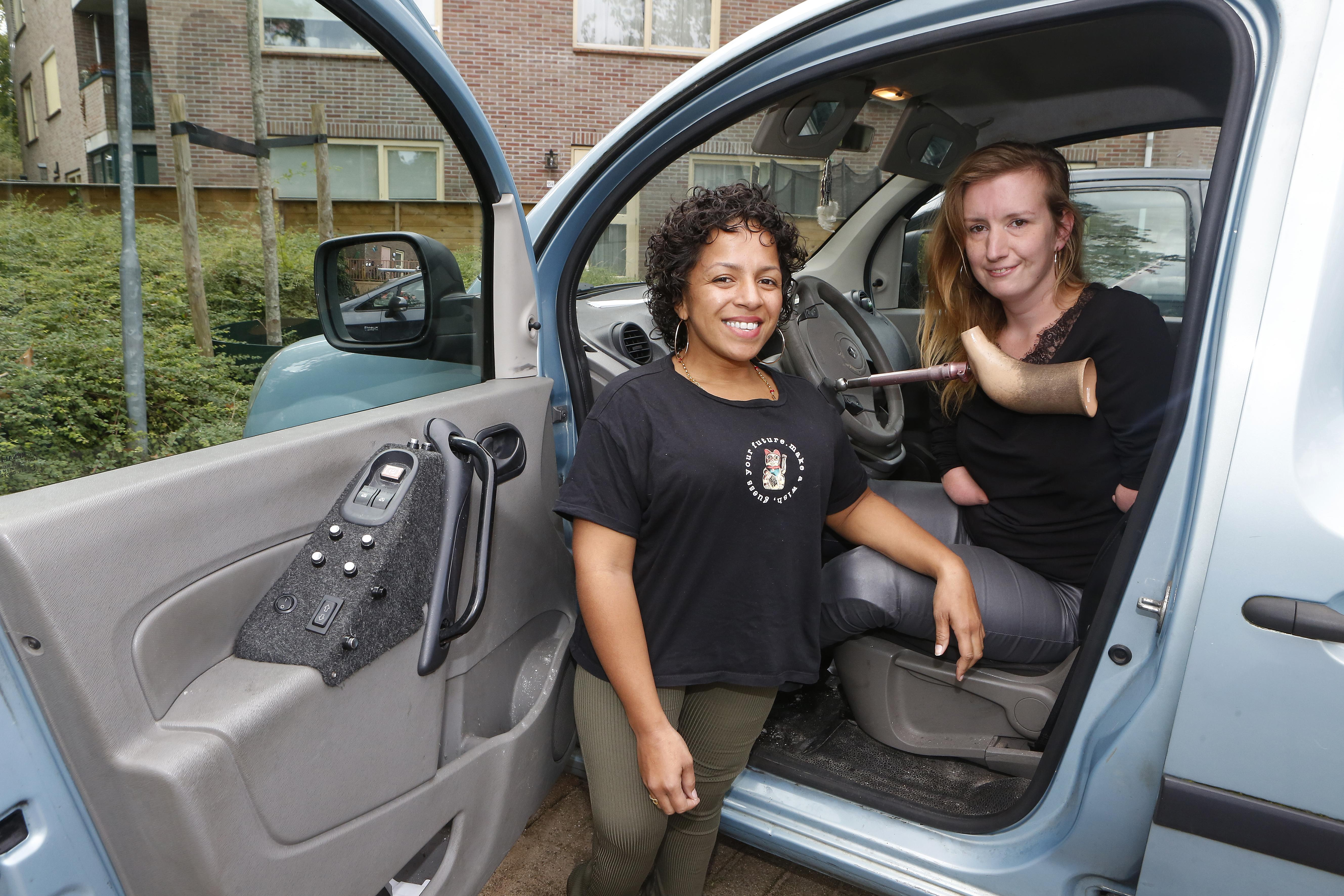 Doneeractie gestart voor een aangepaste auto, waarmee de Bussumse Eva Feenstra (31) naar haar werk kan, haar studie kan blijven volgen en haar dochtertje naar school kan brengen