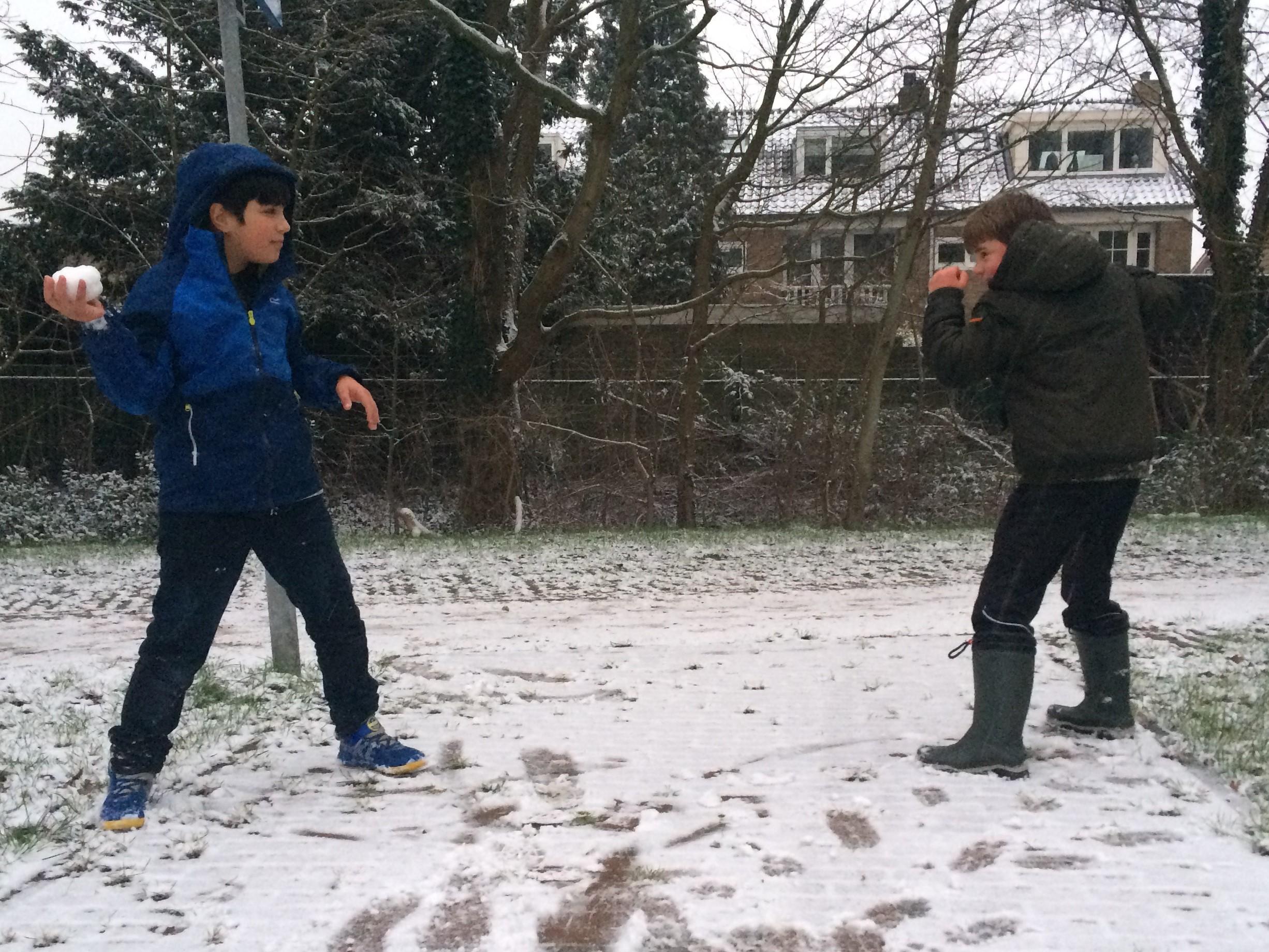 Sneeuwpret als Velsen zaterdag langzaam helemaal wit kleurt