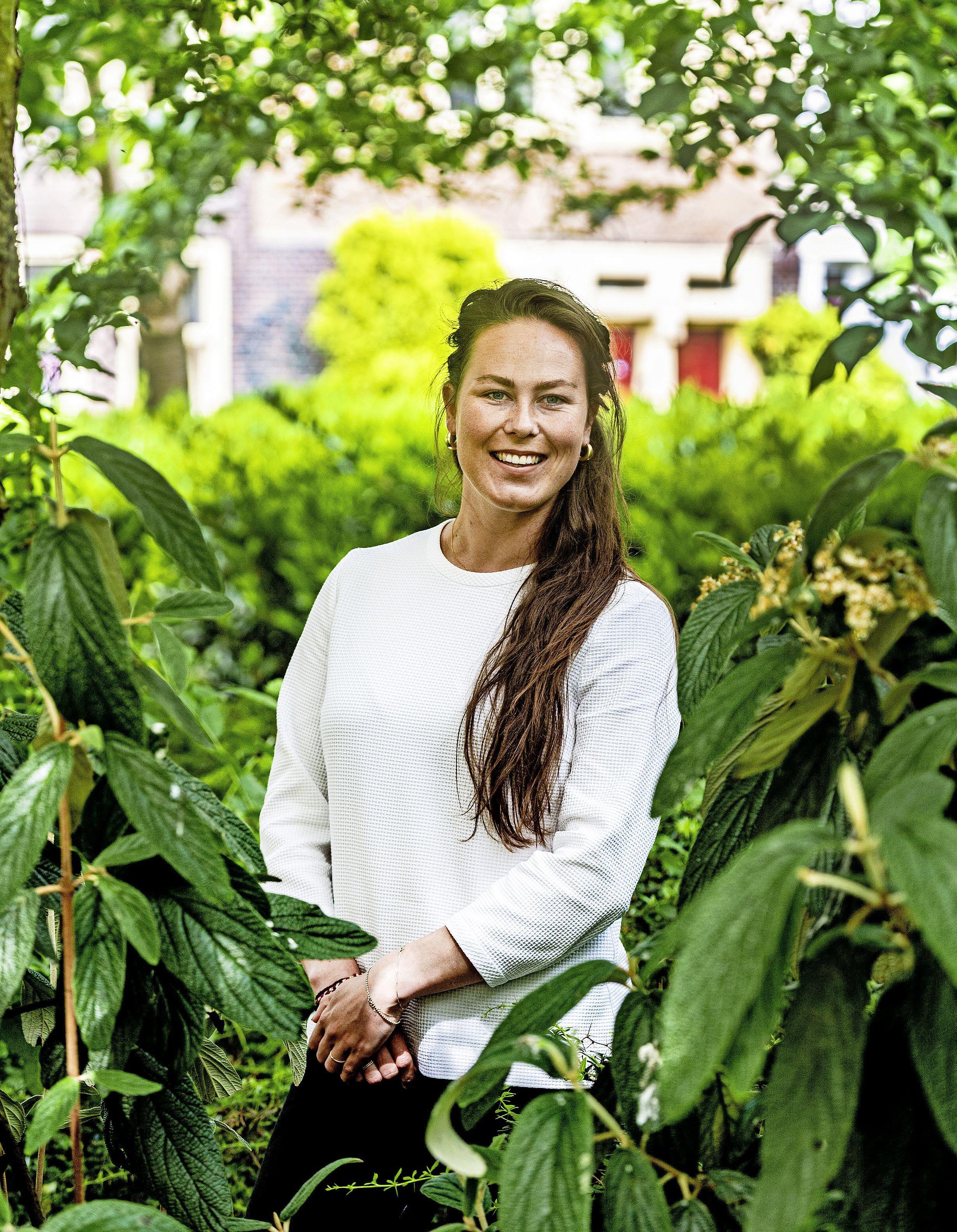 Aanvoerster Louise Eijsvogel is na acht seizoenen in dames 1 afgezwaaid bij Rood-Wit dames 1 maar komt zeker nog terug bij de hockeyclub uit Aerdenhout