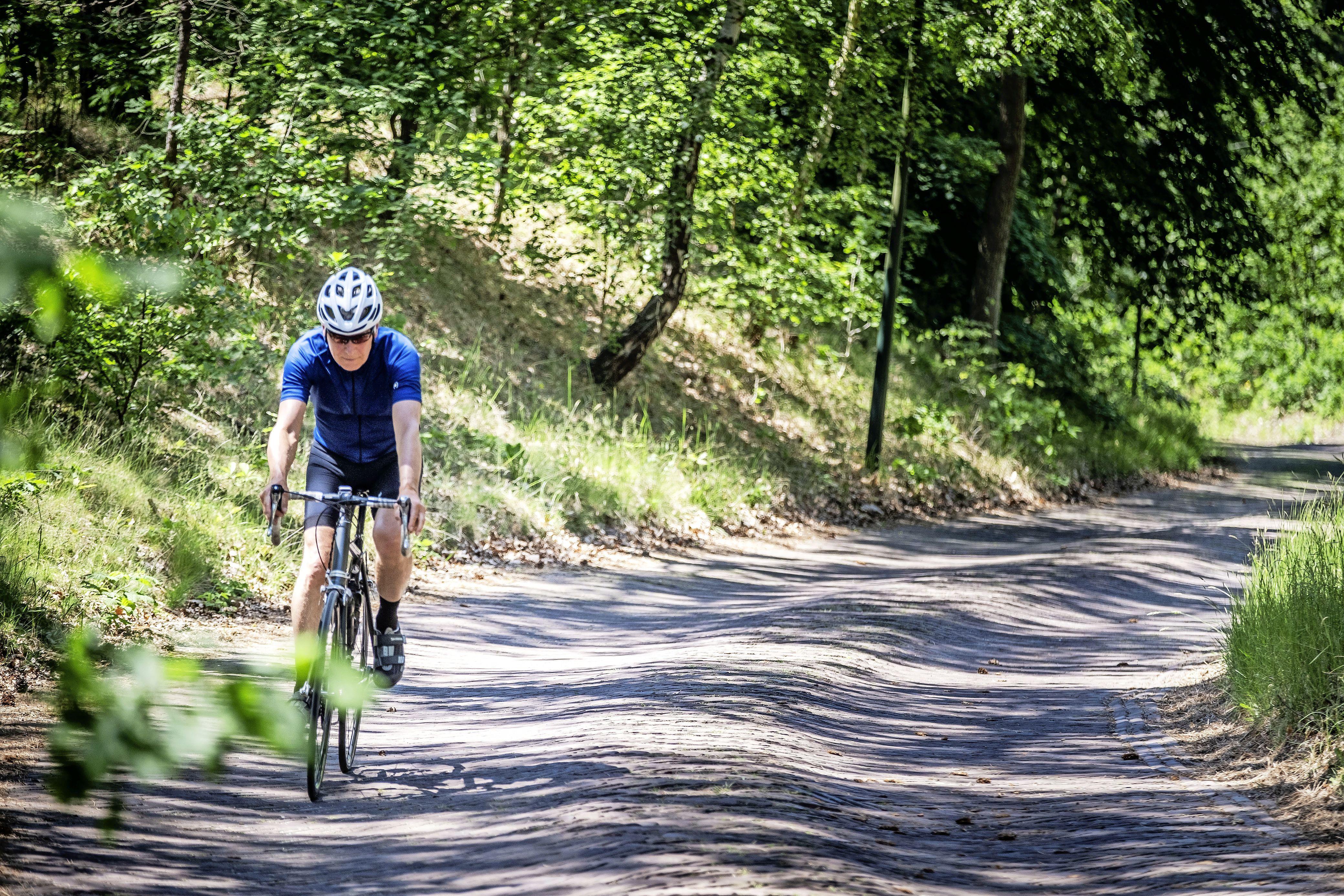 Verhalen vanaf de pedalen. Nico Keuning schrijft in 'Het geheim van de Ventoux' over de dwaalwegen van een wielrenner