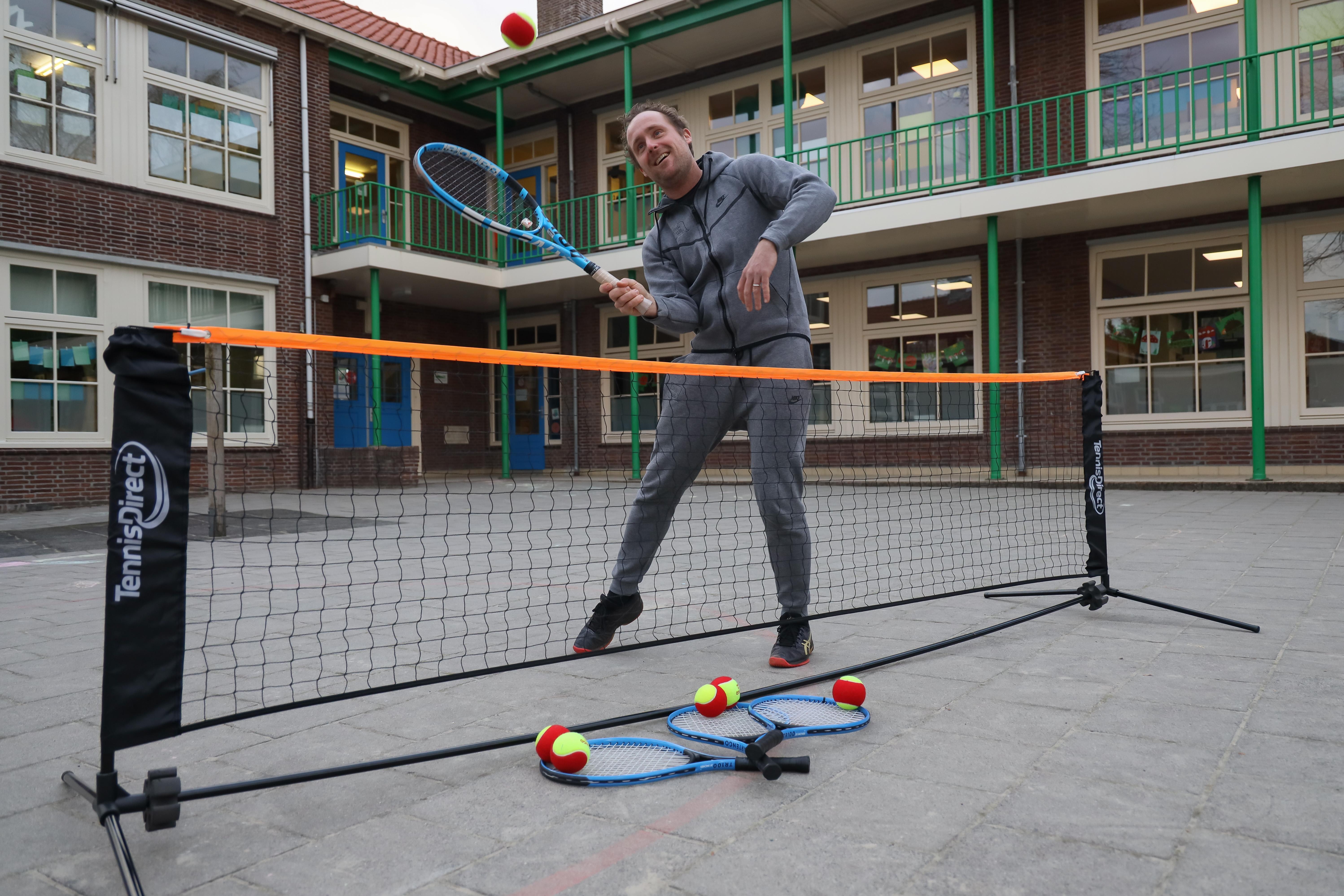 Tennis@School helpt Stede Broecse jeugd aan de 'schone' tennissport