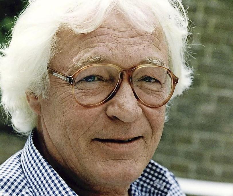Beeldhouwer Kees Verkade (79) overleden. De geboren Haarlemmer vereeuwigde Juliana en Bernhard, Johnny Jordaan en vele anderen