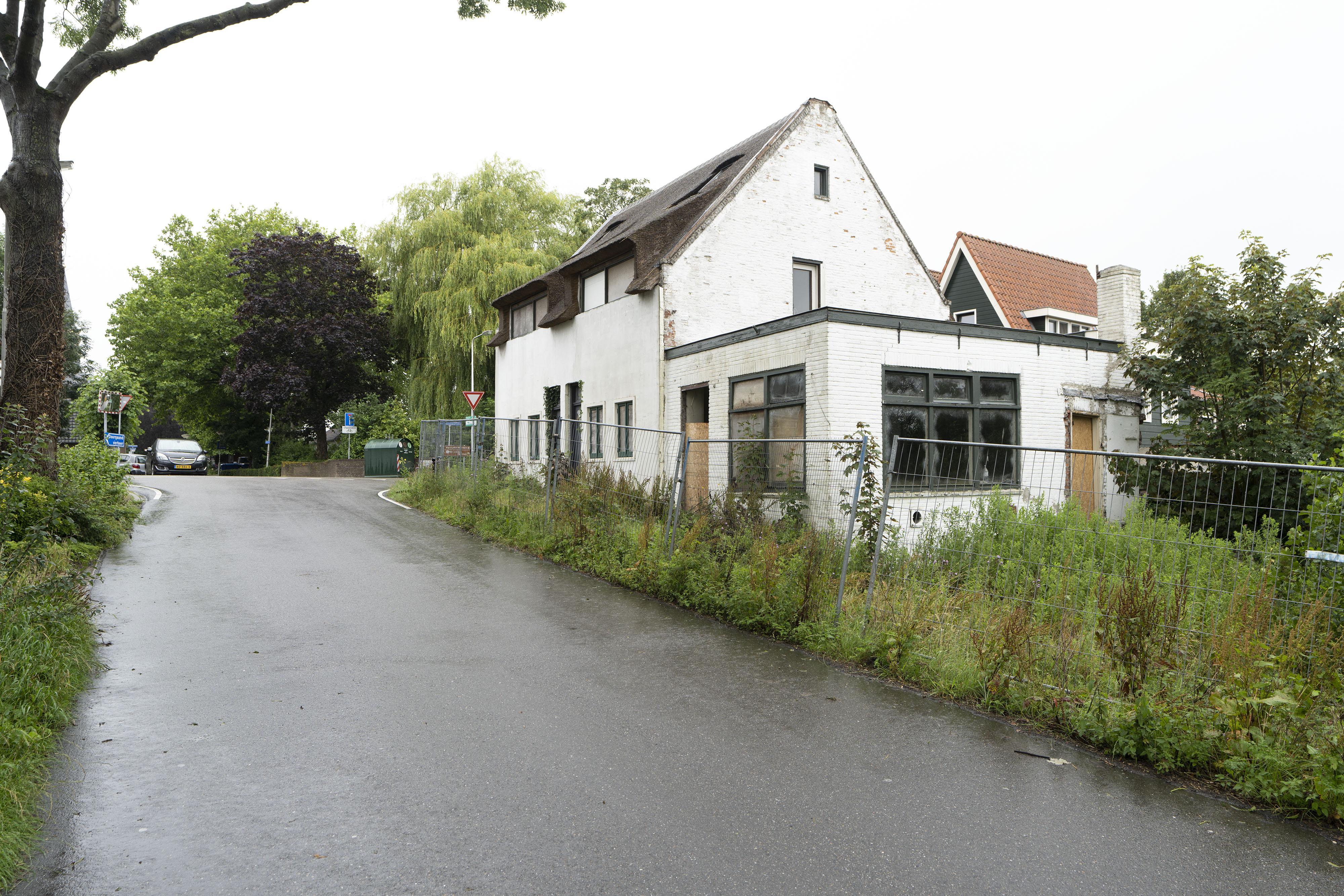 'Schoorsteen aan Kruisweg Woubrugge kan gevaar voor omwonenden vormen'