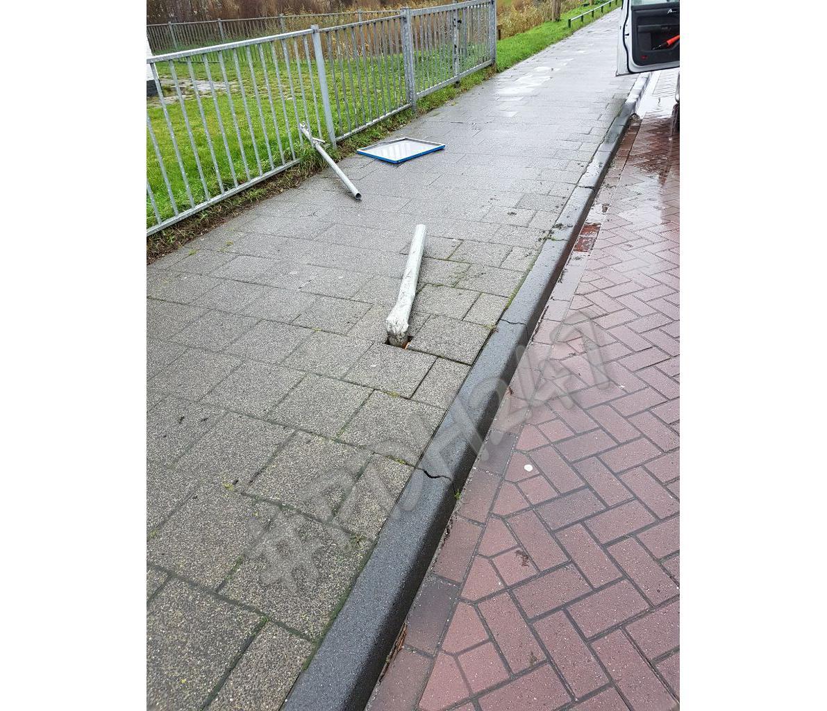 Hardleerse man zonder rijbewijs rijdt door na aanrijding in Callantsoog